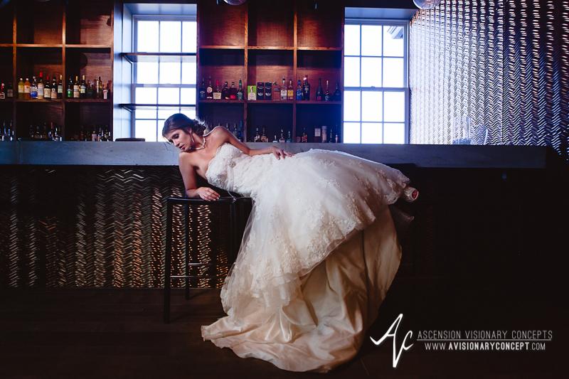 Ryen-Chic-Modern-Bridal-Shoot-Buffalo-Foundry-Suites-008.jpg