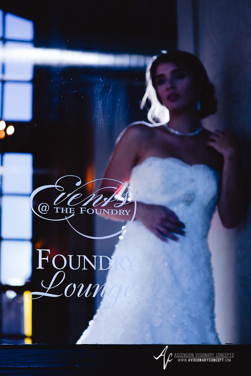 Ryen-Chic-Modern-Bridal-Shoot-Buffalo-Foundry-Suites-010.jpg