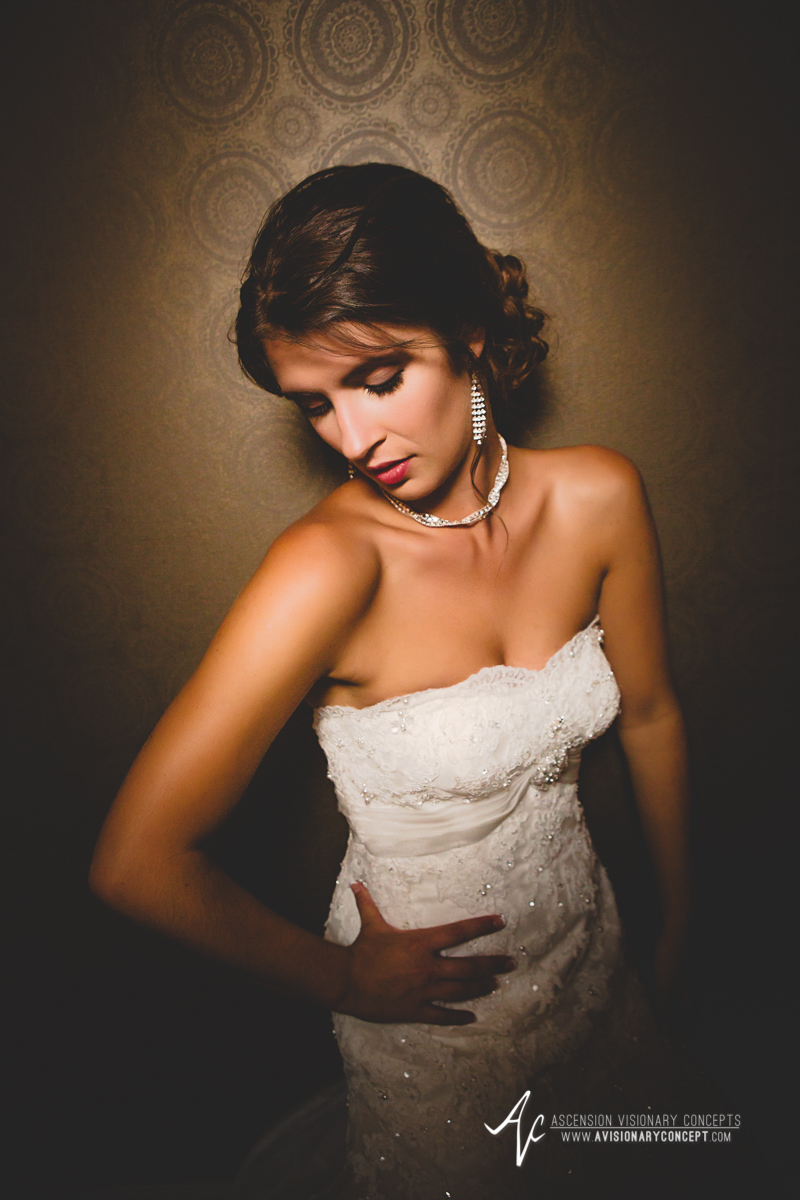 Ryen-Chic-Modern-Bridal-Shoot-Buffalo-Foundry-Suites-003.jpg