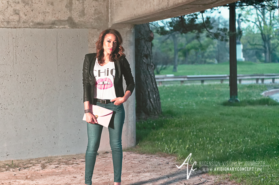 Buffalo Fashion Photography Buffalo Portrait Photography Spring Shoot Buffalo HIstory Museum 013 Chic T-Shirt Blue Jeans Black Jacket Pink Purse African American Model.jpg