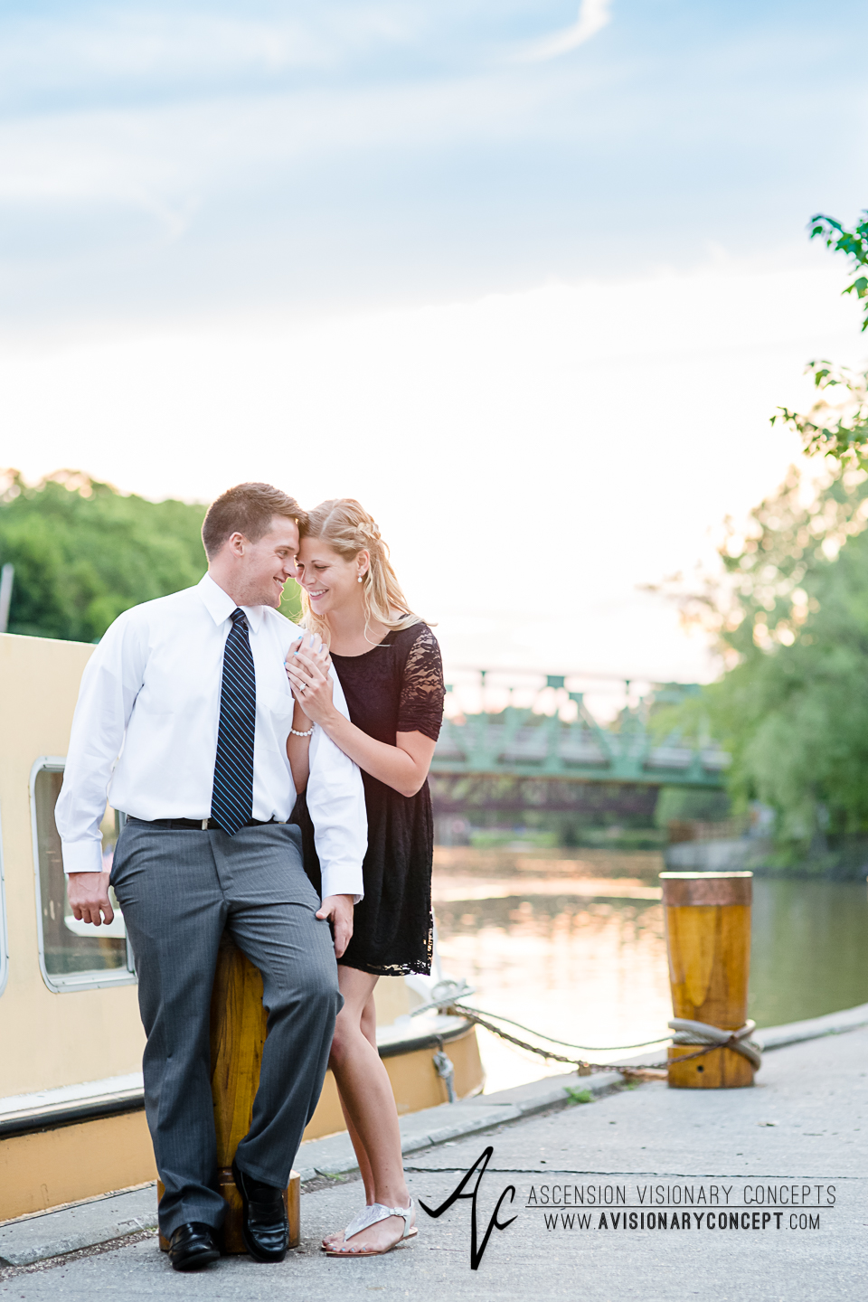 Rochester Engagement Photography 025 - Erie Canal Heritage Trail Pittsford.jpg