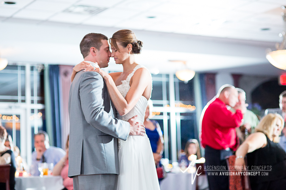Buffalo Wedding Photography 43 Diamond Hawk Golf Course - Bride Groom First Dance.jpg