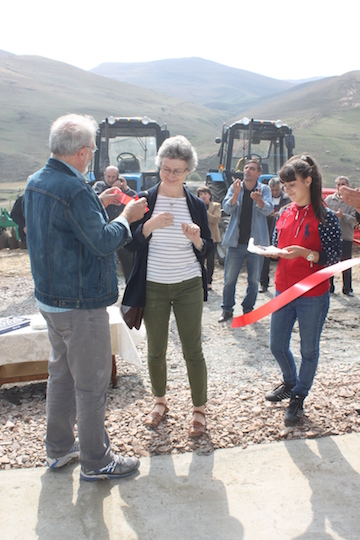 T'tujur - cutting the ribbon.JPG