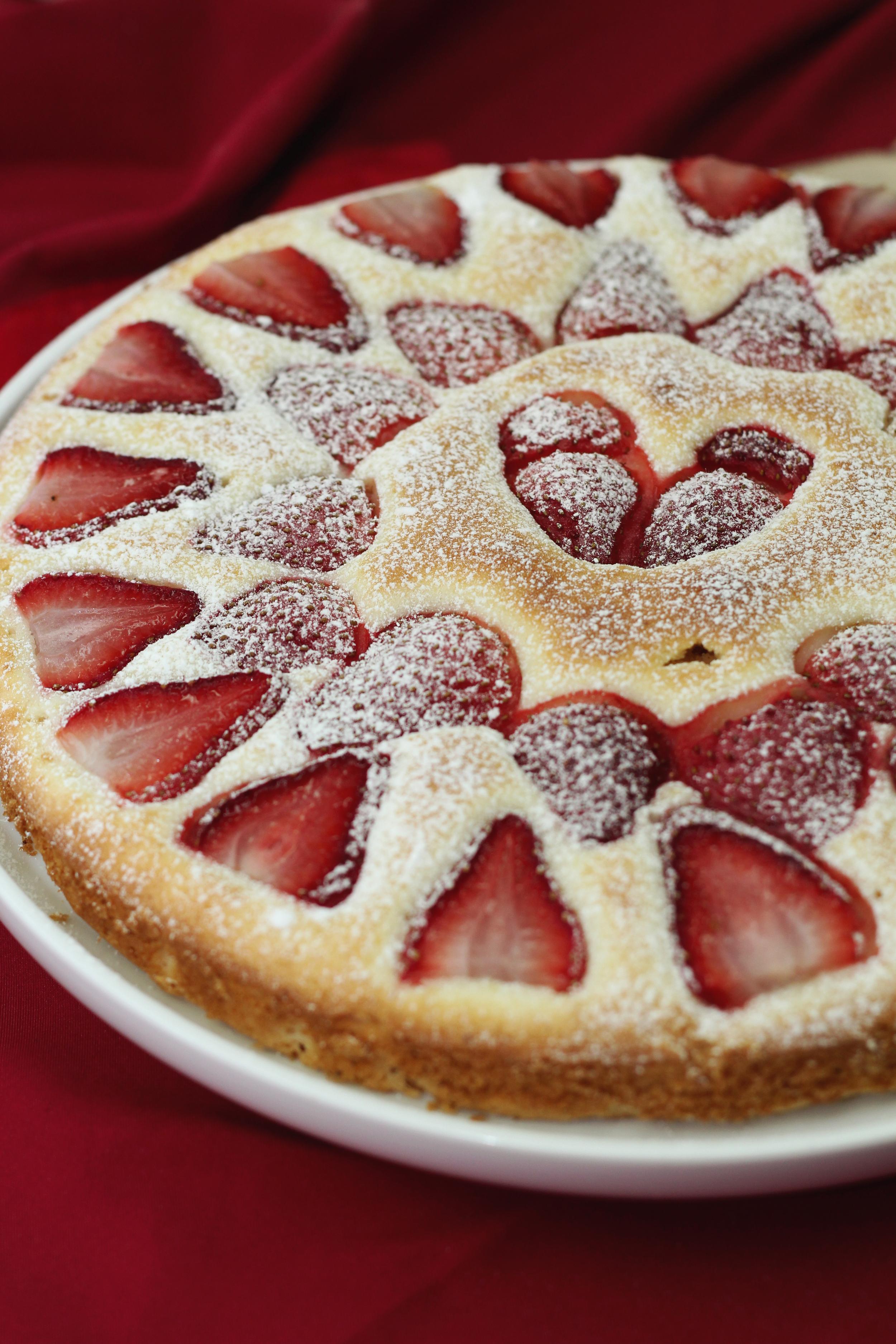 strawberry tea cake | www.livingthelovely.com