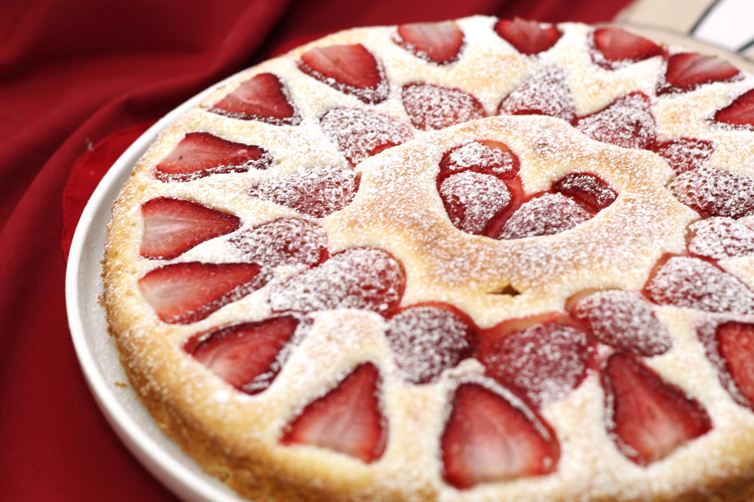 strawberry butter cake | www.livingthelovely.com