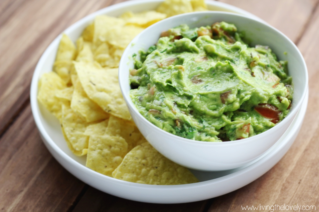 home made guacamole recipe. super fast and easy and sooo yummy! | www.livingthelovely.com