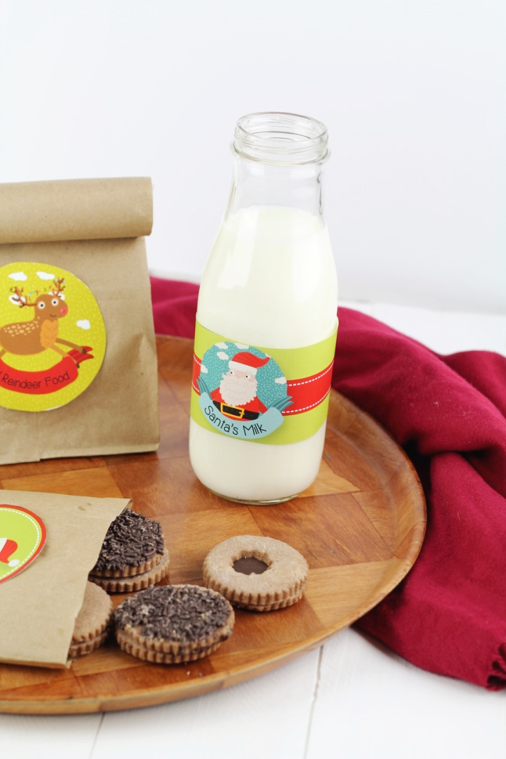A Free Christmas Printable! Print out and stick on a Label for Santa's Milk, Santa's Cookies and Magical Reindeer food! A great fun little craft for the kids for Christmas Eve!