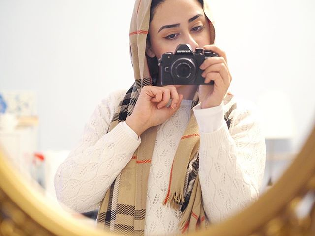 New camera who dis? 💁🏻‍♀️📷 . . . . . . #camera #byebyeslr #muslima #hijab #hijabstyle #muslimfashion #iraniangirl #iran #canada #persian #photography #selfie #cameragear #otown