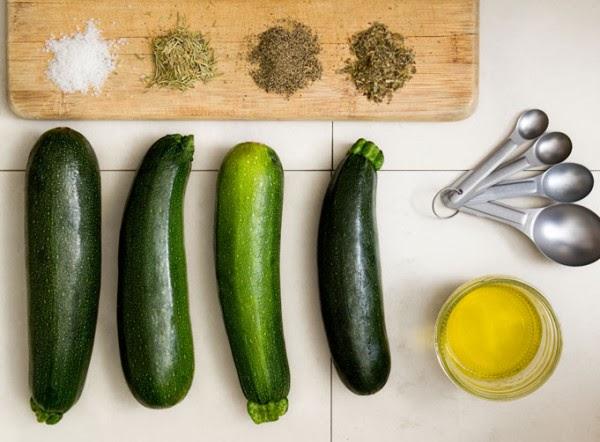 Baked-Rosemary-and-Basil-Zucchini-Chips2-600x442.jpg
