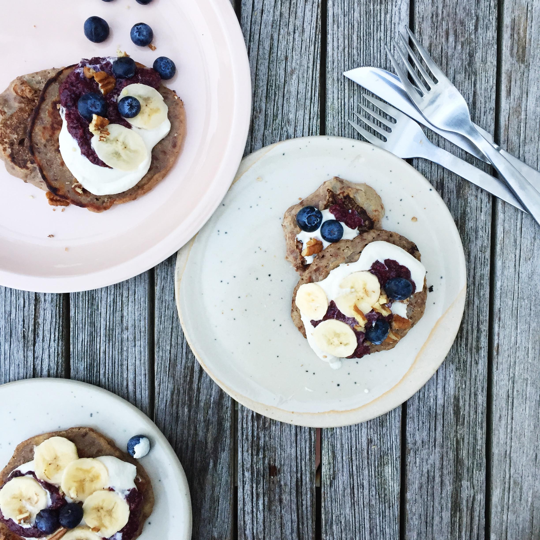 plantbased-vegan-pancakes-lespetitespestes-tobreakfast.jpg
