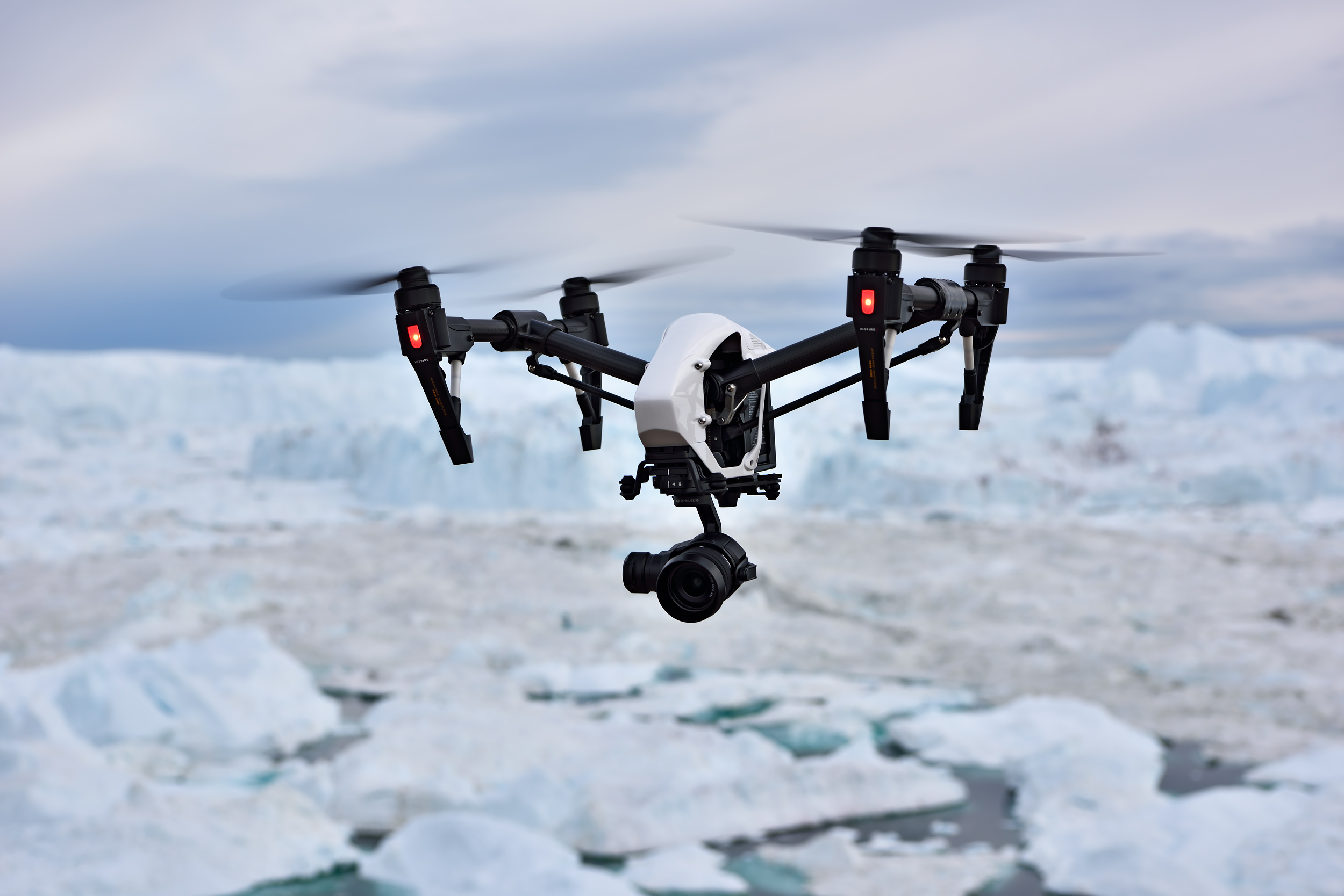 The multicopter returns safely from its mission in the Ilulissat Icefjord.