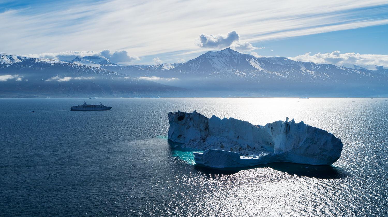 Cruise Boat & Iceberg