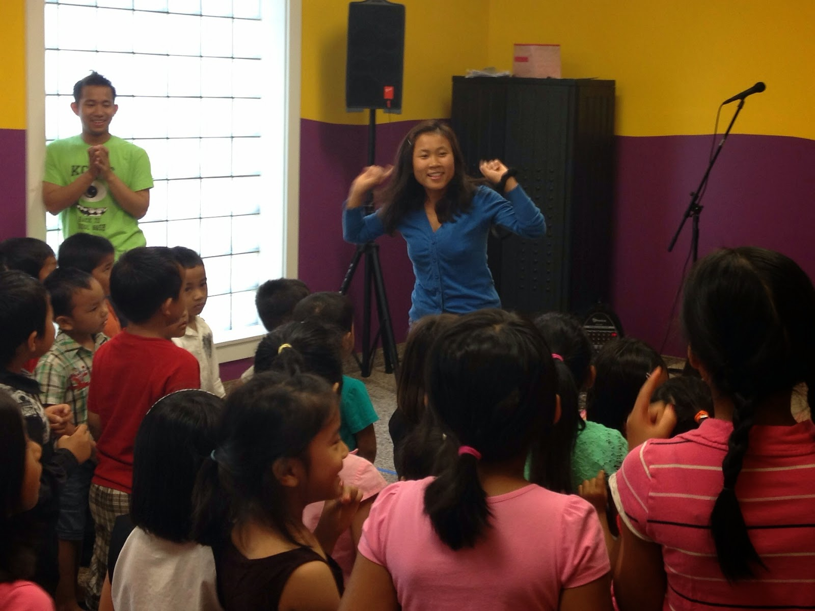 Teacher Mawi Te leads the kids in a song