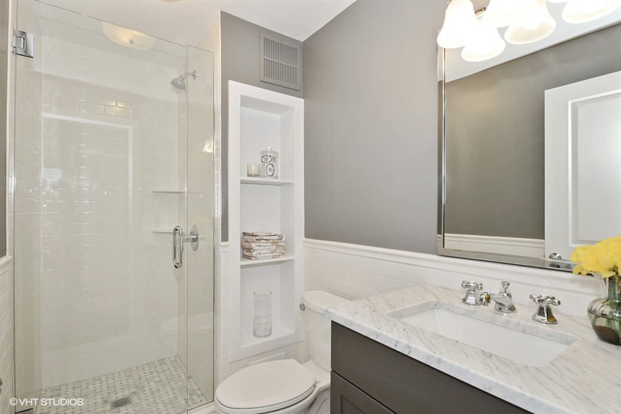 15_155HarborDr_Unit2403_8_Bathroom_LowRes.jpg