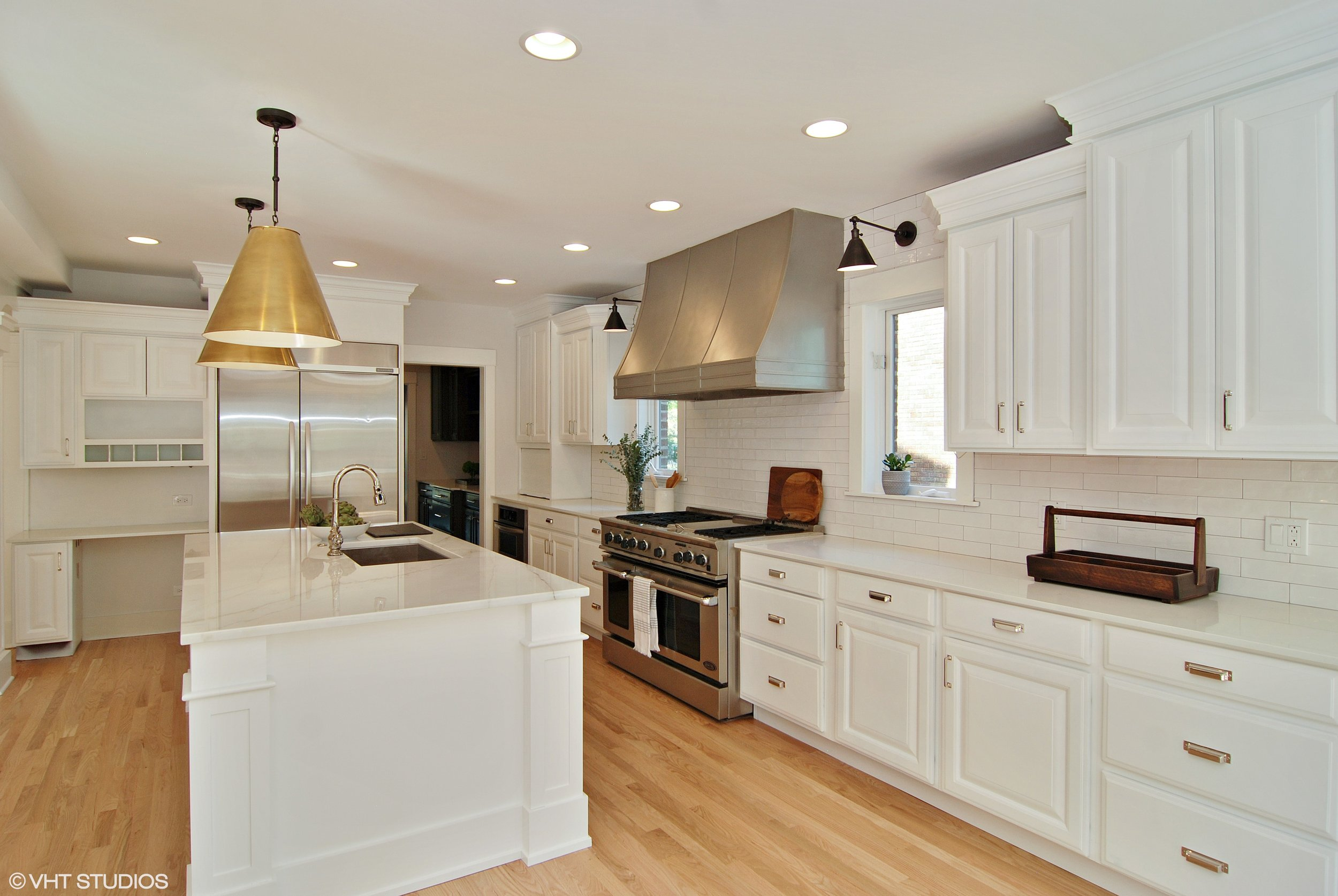 04_1307AshlandAve_5_Kitchen_HiRes.jpg