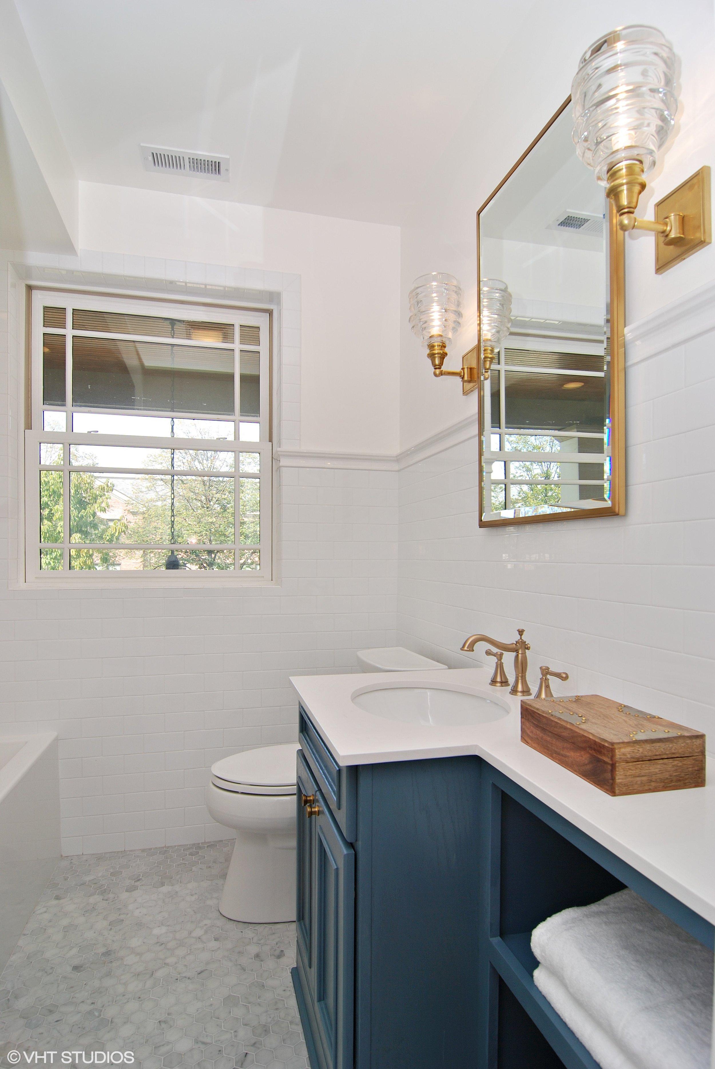 20_1307AshlandAve_8_Bathroom_HiRes.jpg