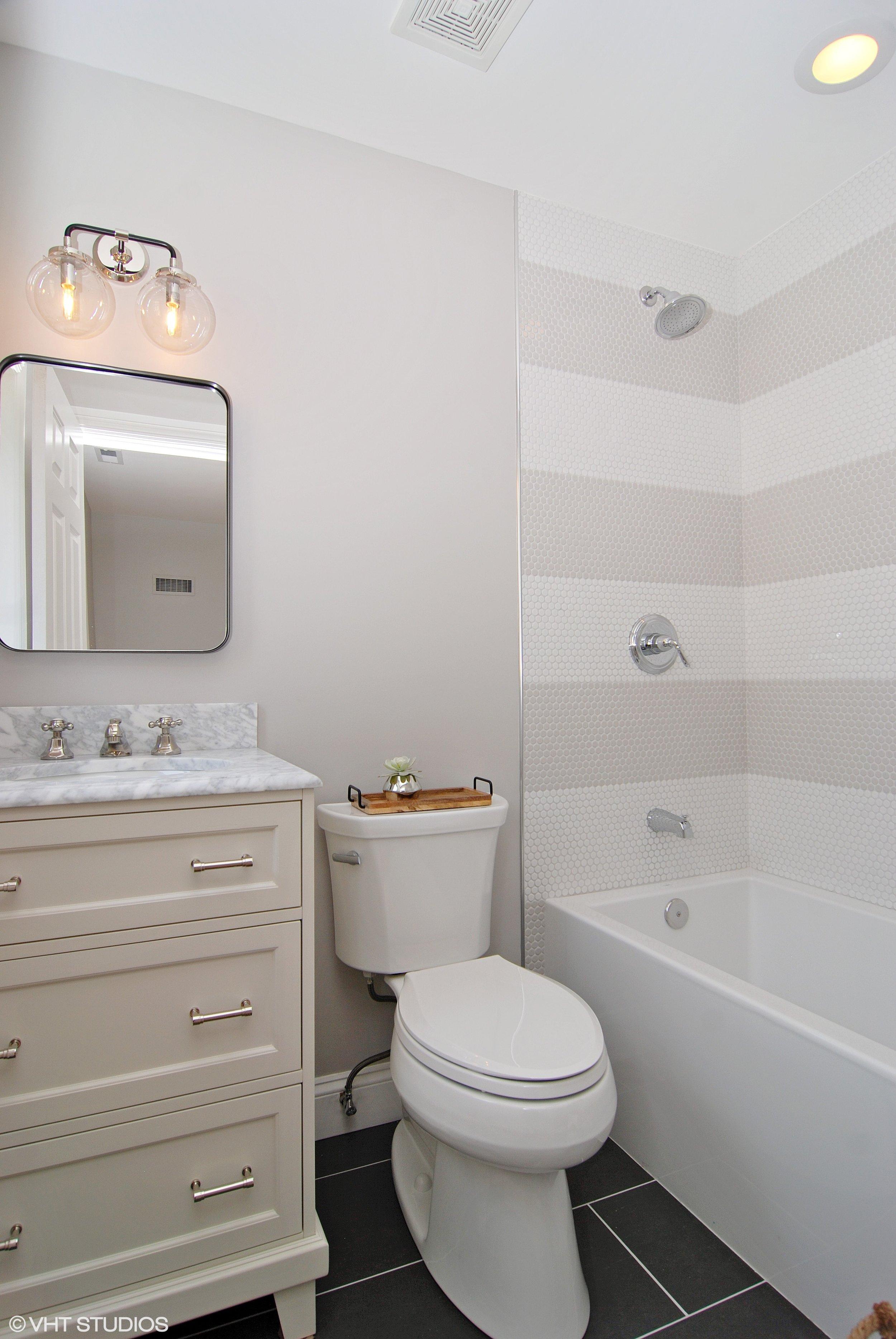 21_1307AshlandAve_8001_Bathroom_HiRes.jpg