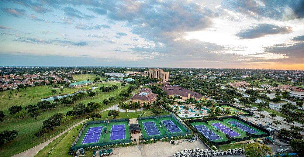 Four Seasons Resort Dallas, TX courts surfaced by Mid American Courtworks