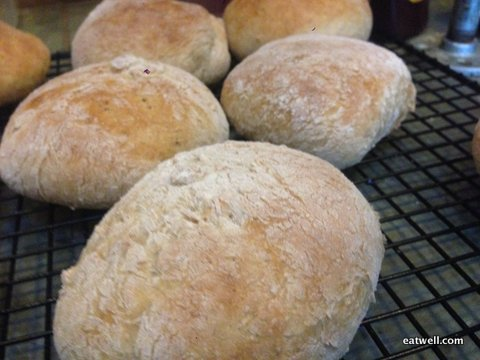 Lorraine whipped up these delicious buns in about 35 minutes, using a mixture of Eatwell Farm's Heirloom Sonora Wheat Flour and unbleached all-purpose flour. Recipe to follow!