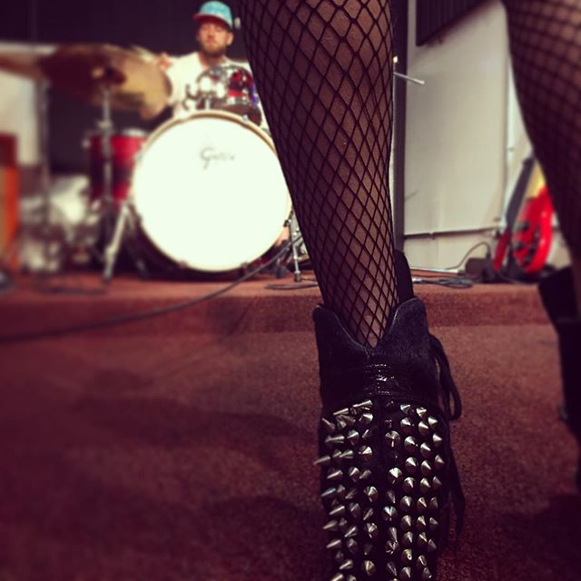 Spike in ur face! Come see us live at Gowanus Ballroom tomorrow, 9pm SHARP! 💥 #bigvolcano#bkmusic#band#brooklyn#gowanusballroom#spike#gretsch#yes#music#art#fishnets
