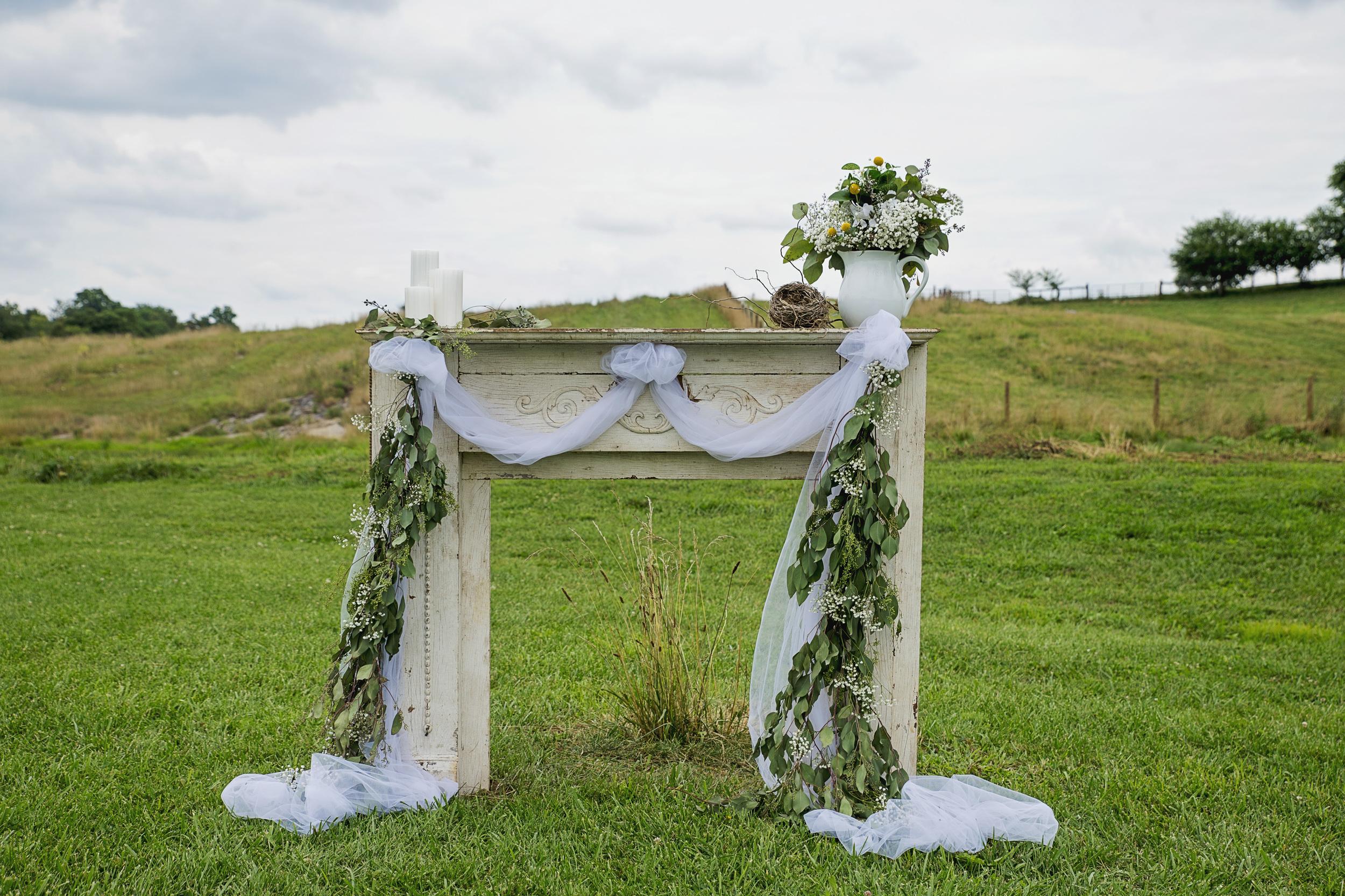 rustic_chic_farm_field__barn_wedding_lynchburg_va018.jpg