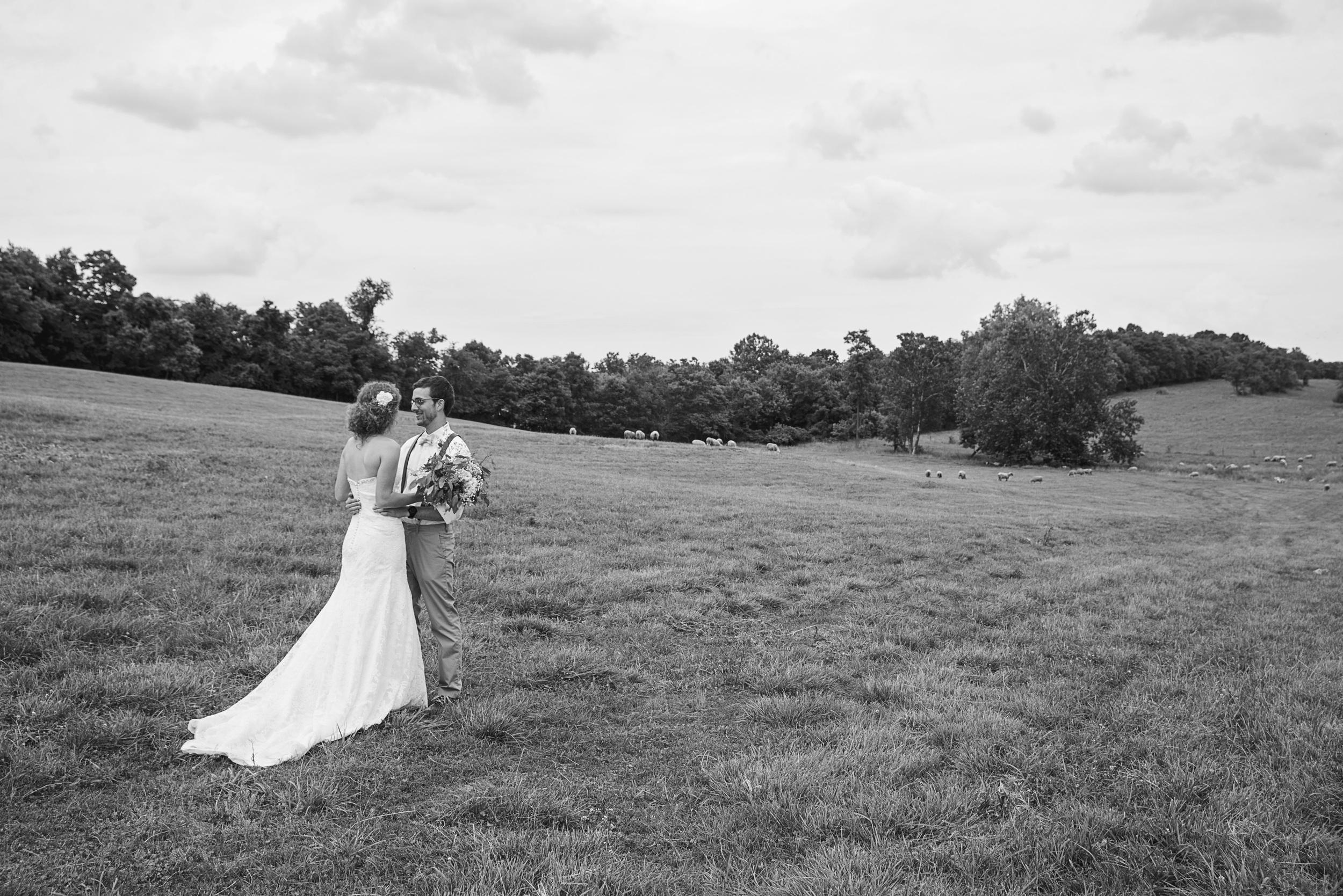 rustic_chic_farm_field__barn_wedding_lynchburg_va025.jpg