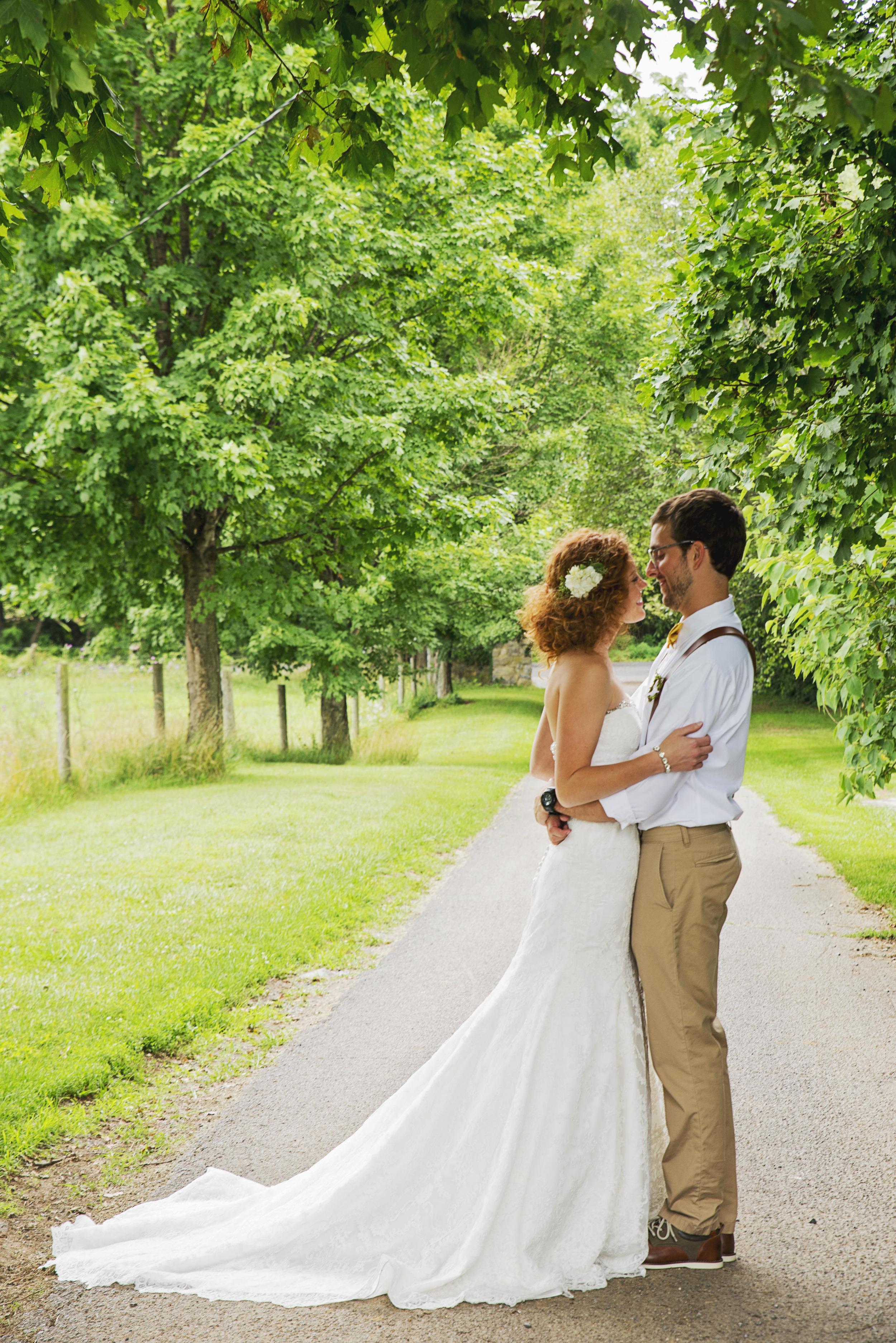 rustic_chic_farm_field__barn_wedding_lynchburg_va030.jpg