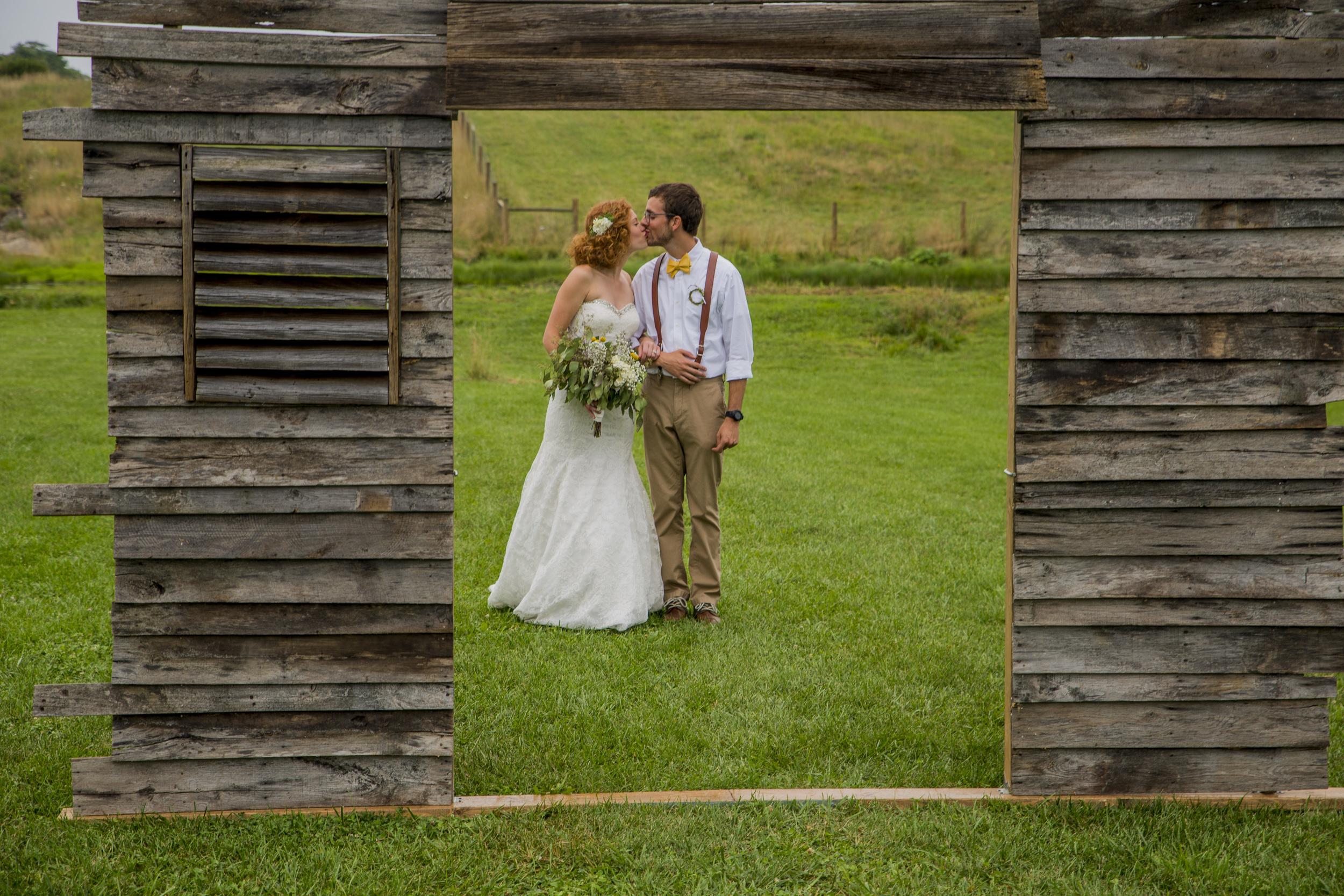 rustic_chic_farm_field__barn_wedding_lynchburg_va035.jpg