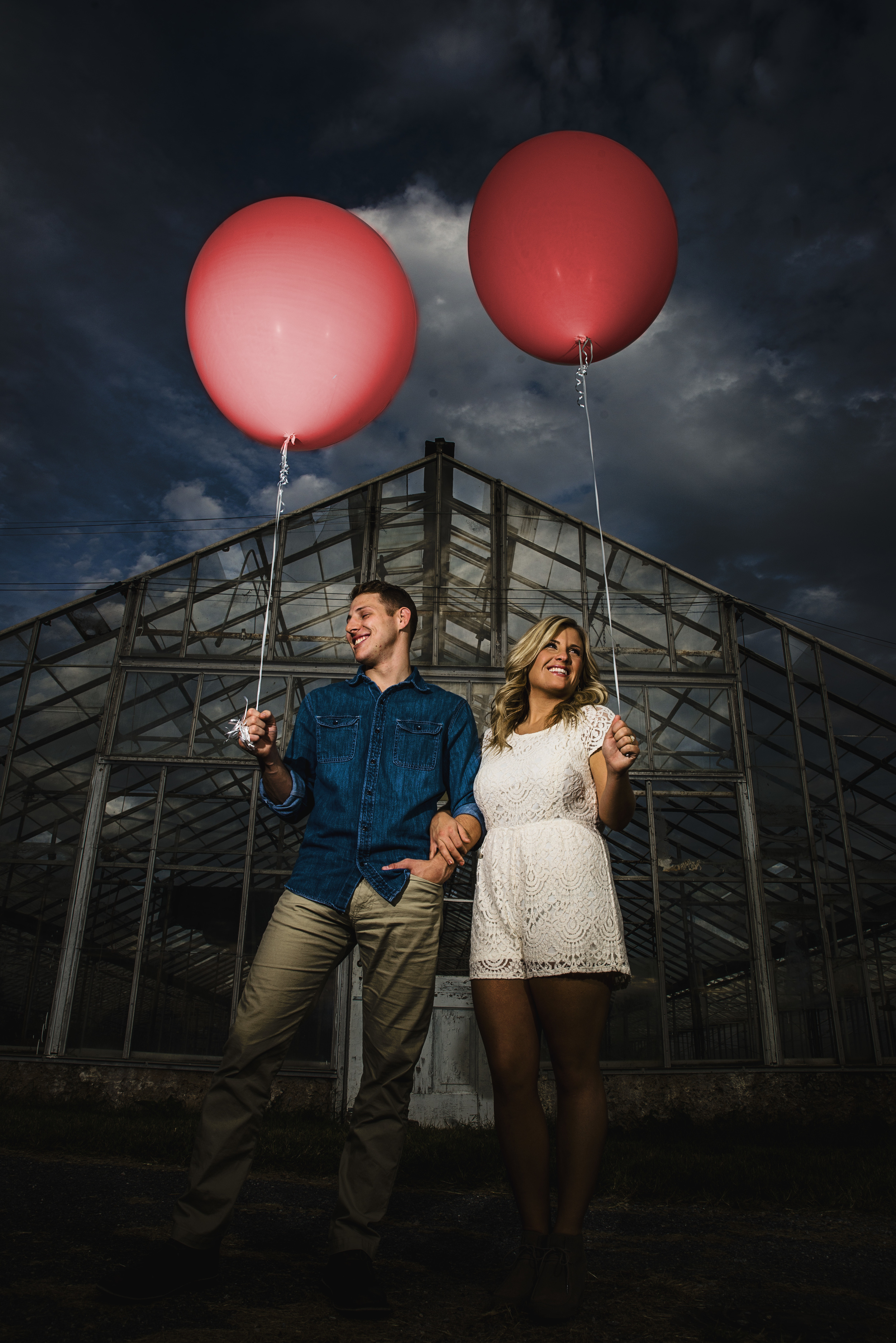 balloons_greenhouse_farm_engagement_session_lynchburg_va022.jpg
