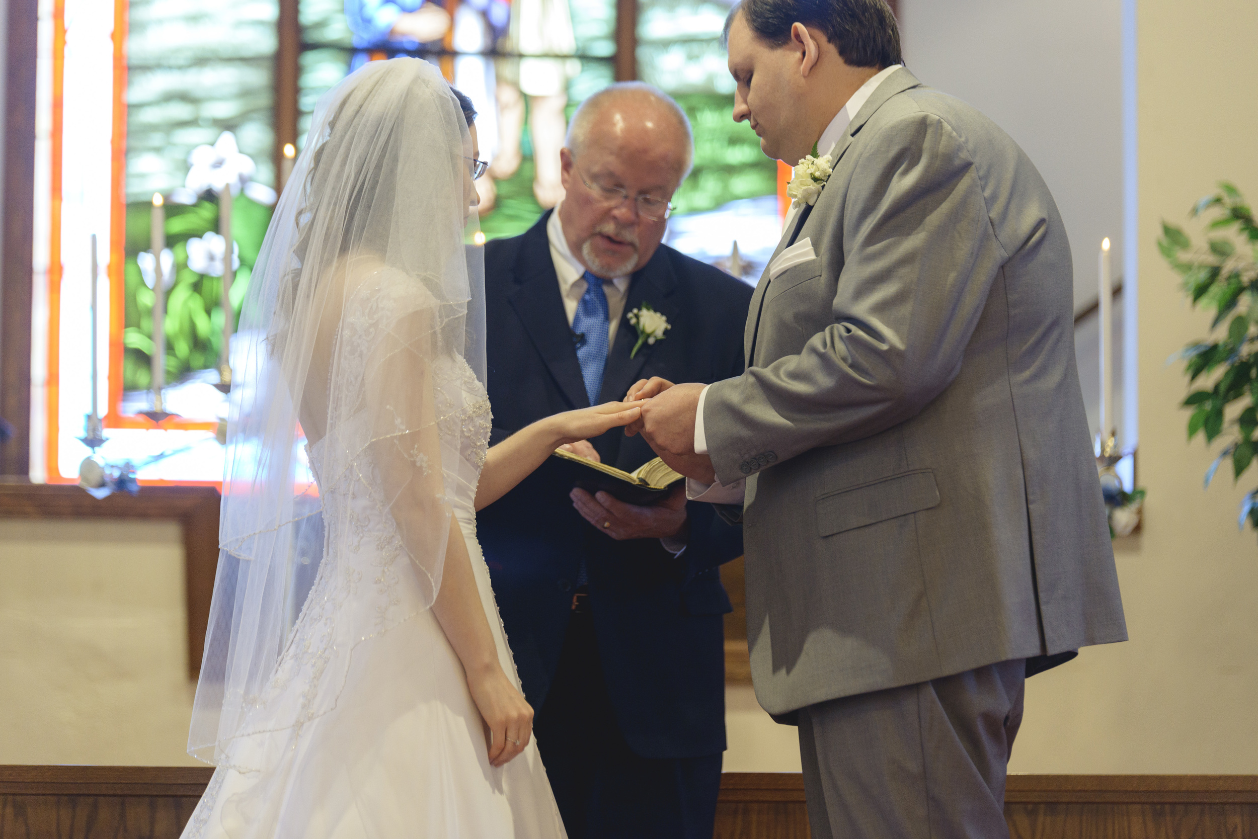 intimate_plantation_church_wedding_lynchburg_va008.jpg