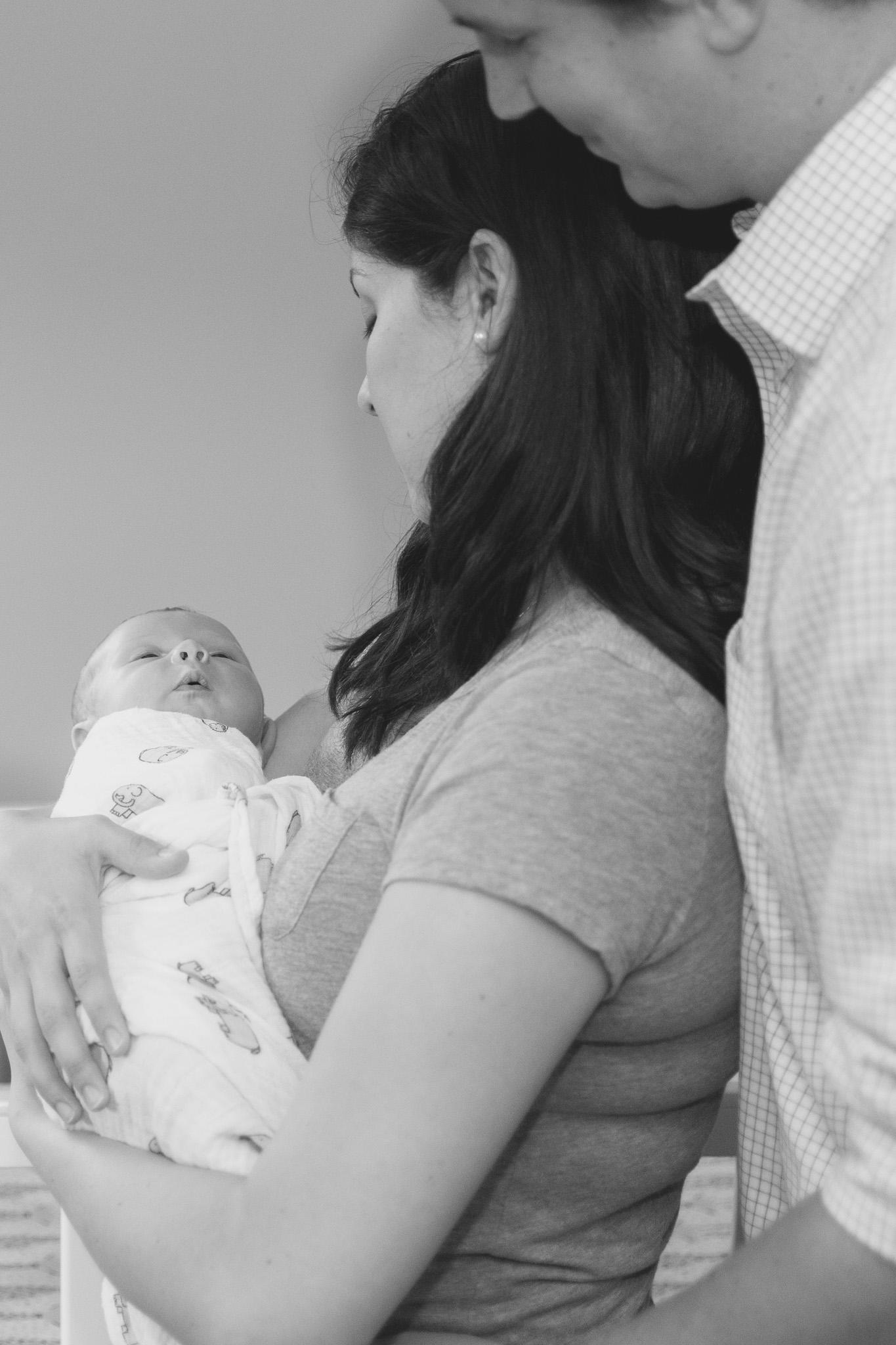 lifestyle_session_newborn_family_home_lynhcburg_va_photographers008.jpg