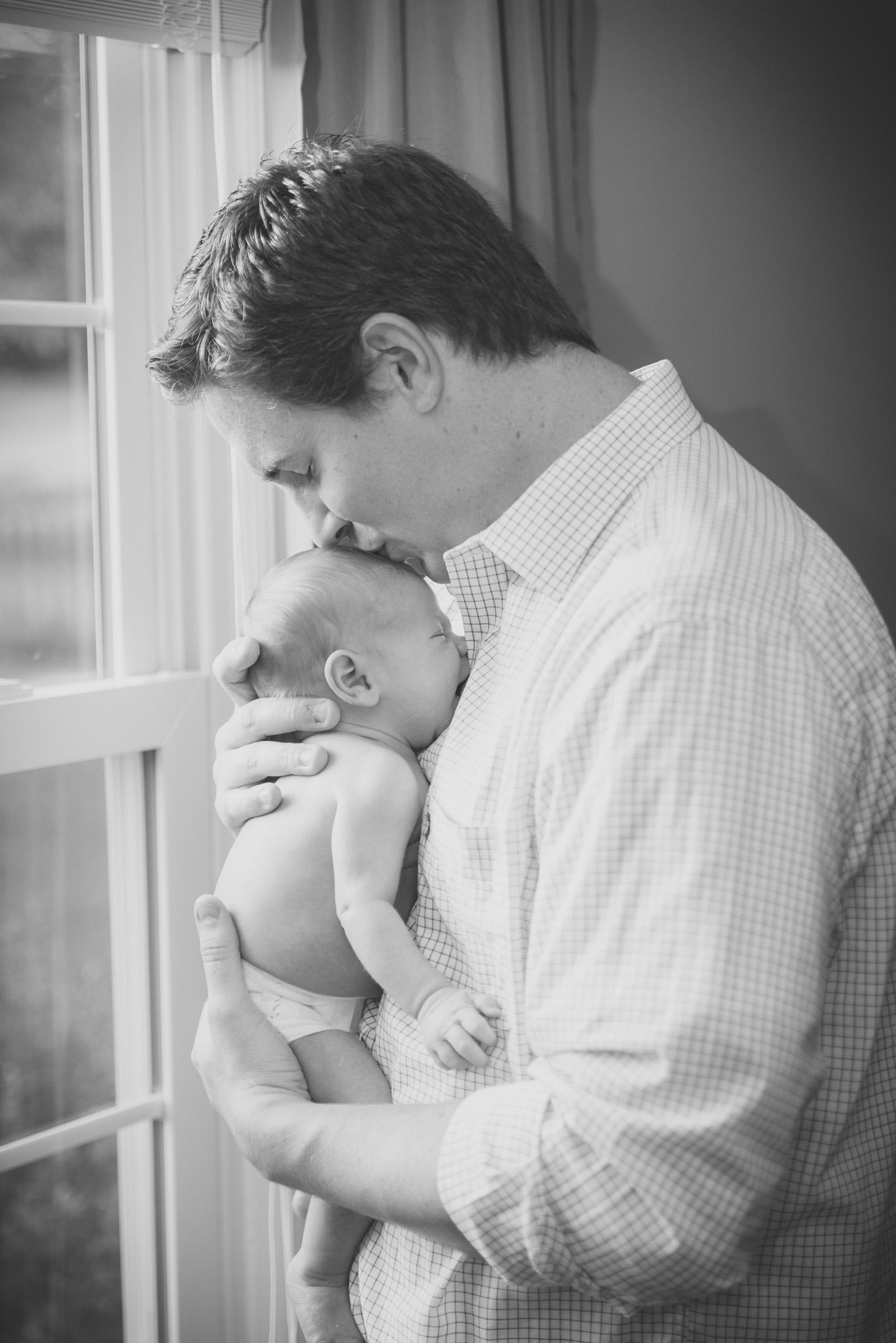 lifestyle_session_newborn_family_home_lynhcburg_va_photographers012.jpg