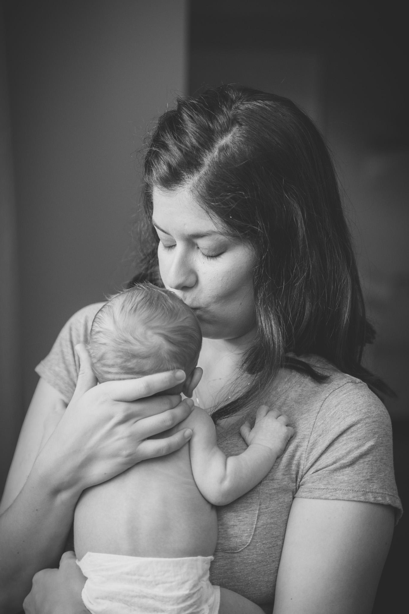 lifestyle_session_newborn_family_home_lynhcburg_va_photographers015.jpg