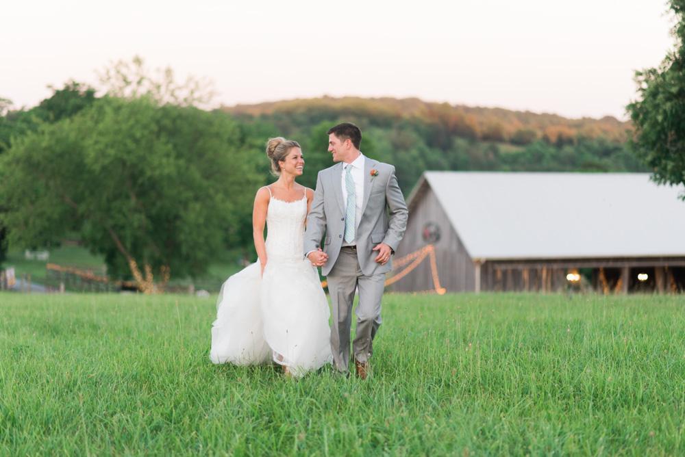 Lynchburg_VA_wedding_photographer_Photography_Sorella_Farms_Barn_Wedding121.jpg