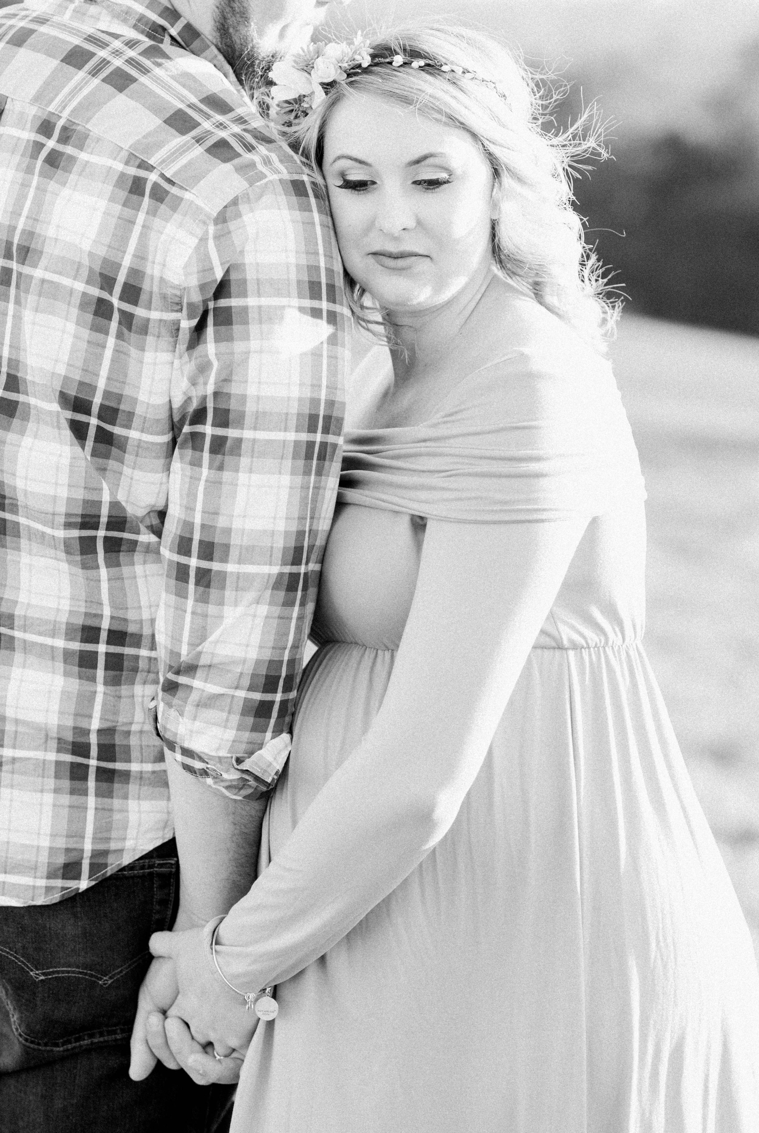 SorellaFarms_Jessica+Dylan_MaternitySession_Virginiaweddingphotographer 25.jpg