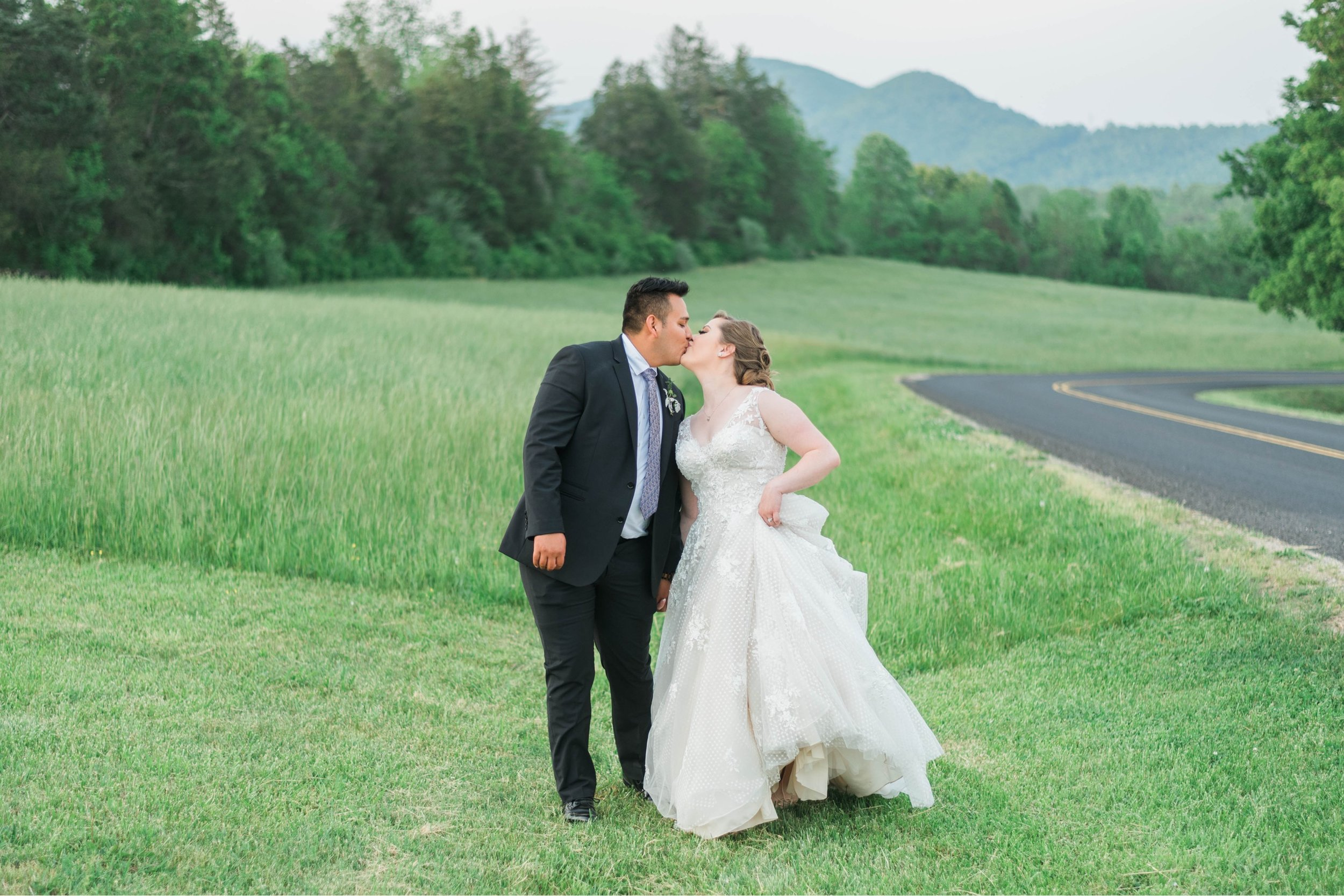 Jillian+Abi_OakridgeEstate_Wedding_VirginiaWeddingPhotographer_SpringWedding 9.jpg