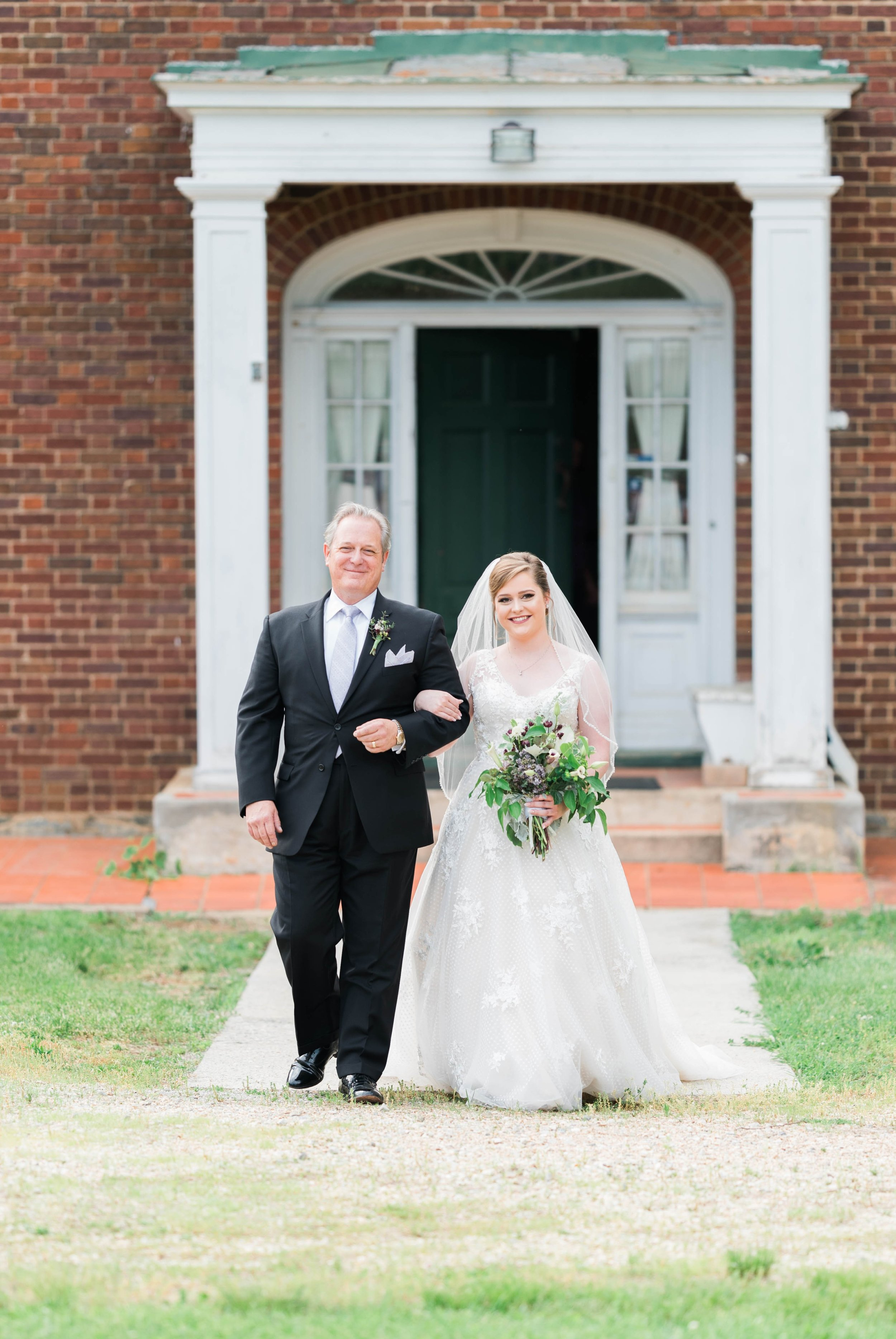 Jillian+Abi_OakridgeEstate_Wedding_VirginiaWeddingPhotographer_SpringWedding 49.jpg
