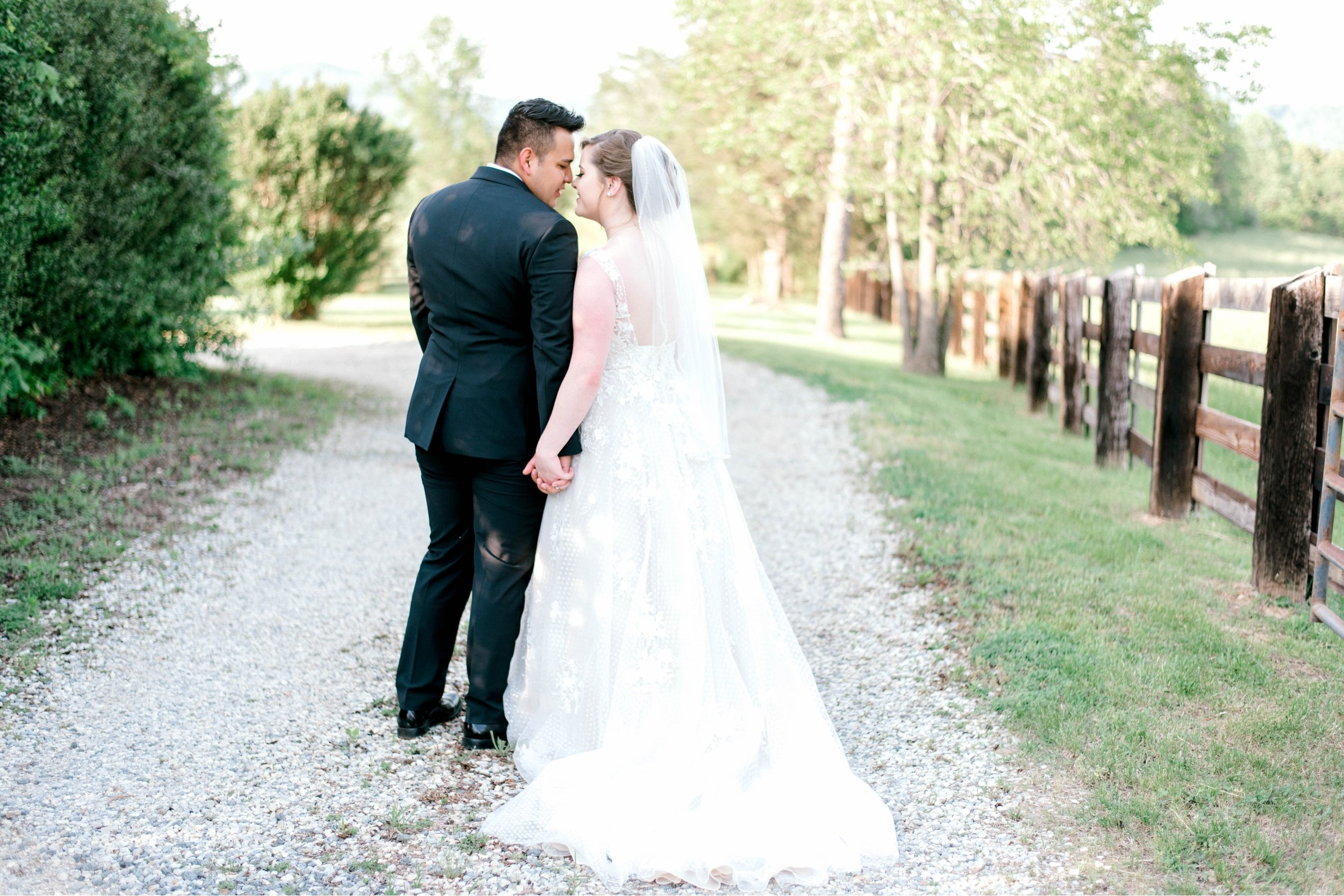 Jillian+Abi_OakridgeEstate_Wedding_VirginiaWeddingPhotographer_SpringWedding 20.jpg
