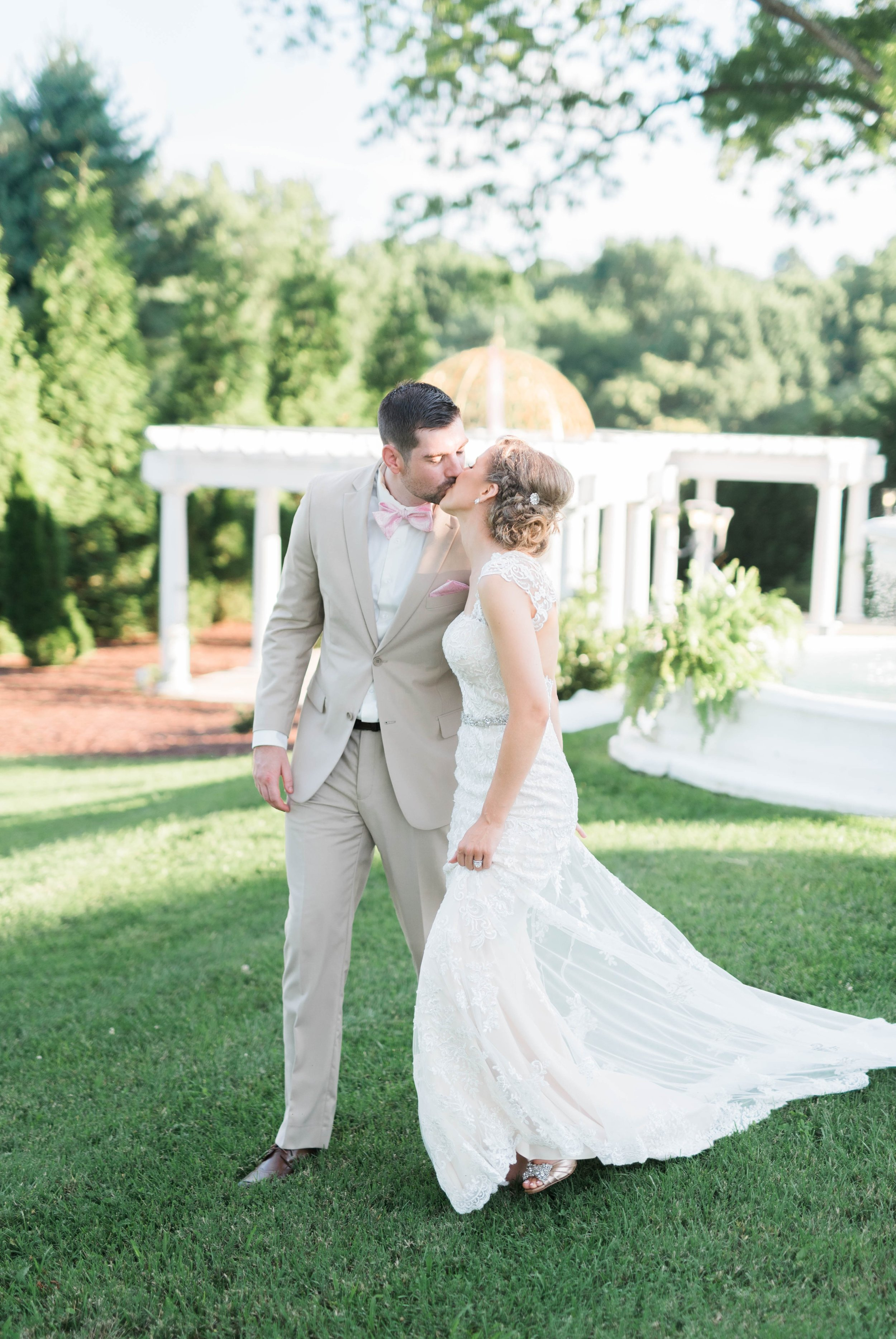 BedfordColumns_EntwinedEvents_Lynchburgwedding_VIrginiaweddingphotographer_ALlisonNIck 10.jpg