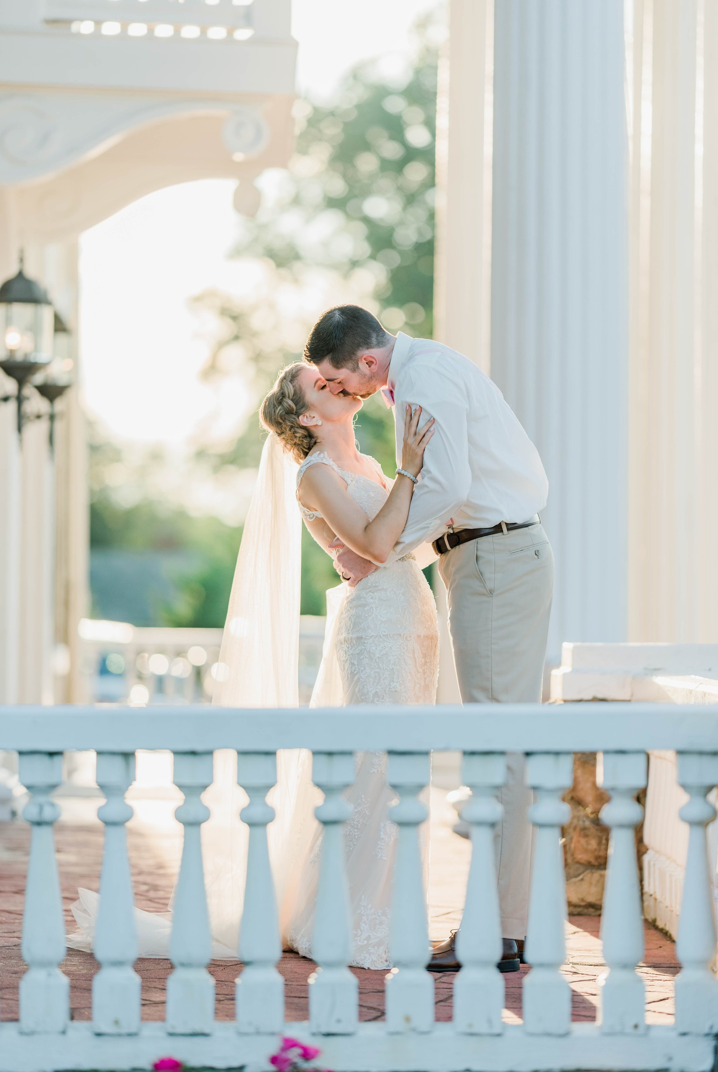 BedfordColumns_EntwinedEvents_Lynchburgwedding_VIrginiaweddingphotographer_ALlisonNIck 26.jpg