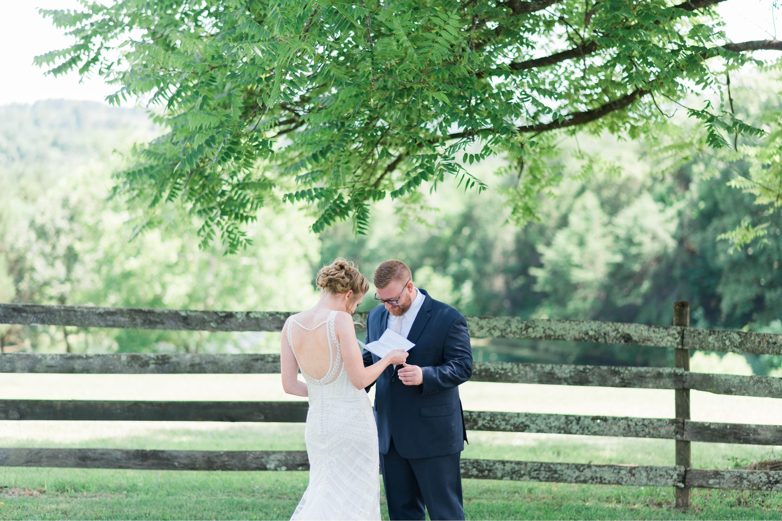 SorellaFarms_VirginiaWeddingPhotographer_BarnWedding_Lynchburgweddingphotographer_DanielleTyler 30.jpg