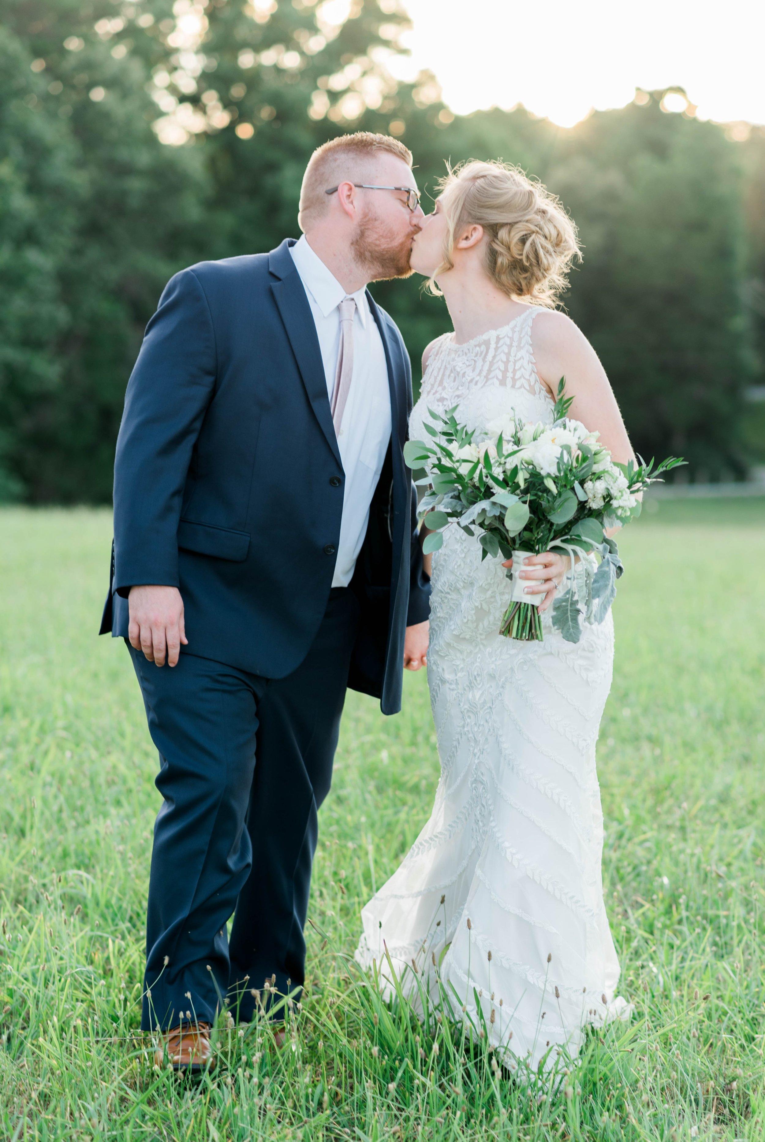 SorellaFarms_VirginiaWeddingPhotographer_BarnWedding_Lynchburgweddingphotographer_DanielleTyler 27.jpg