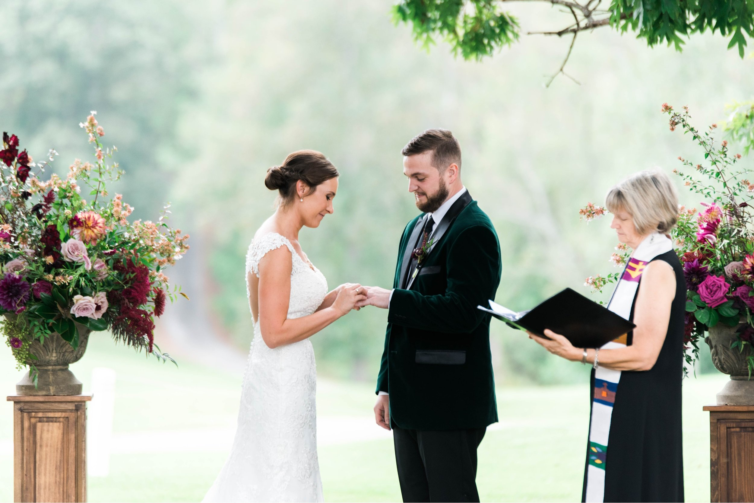 Gordan+Lauren_BoonsboroCountryClubWedding_Virginiaweddingphotographer_LynchburgVi 10.jpg