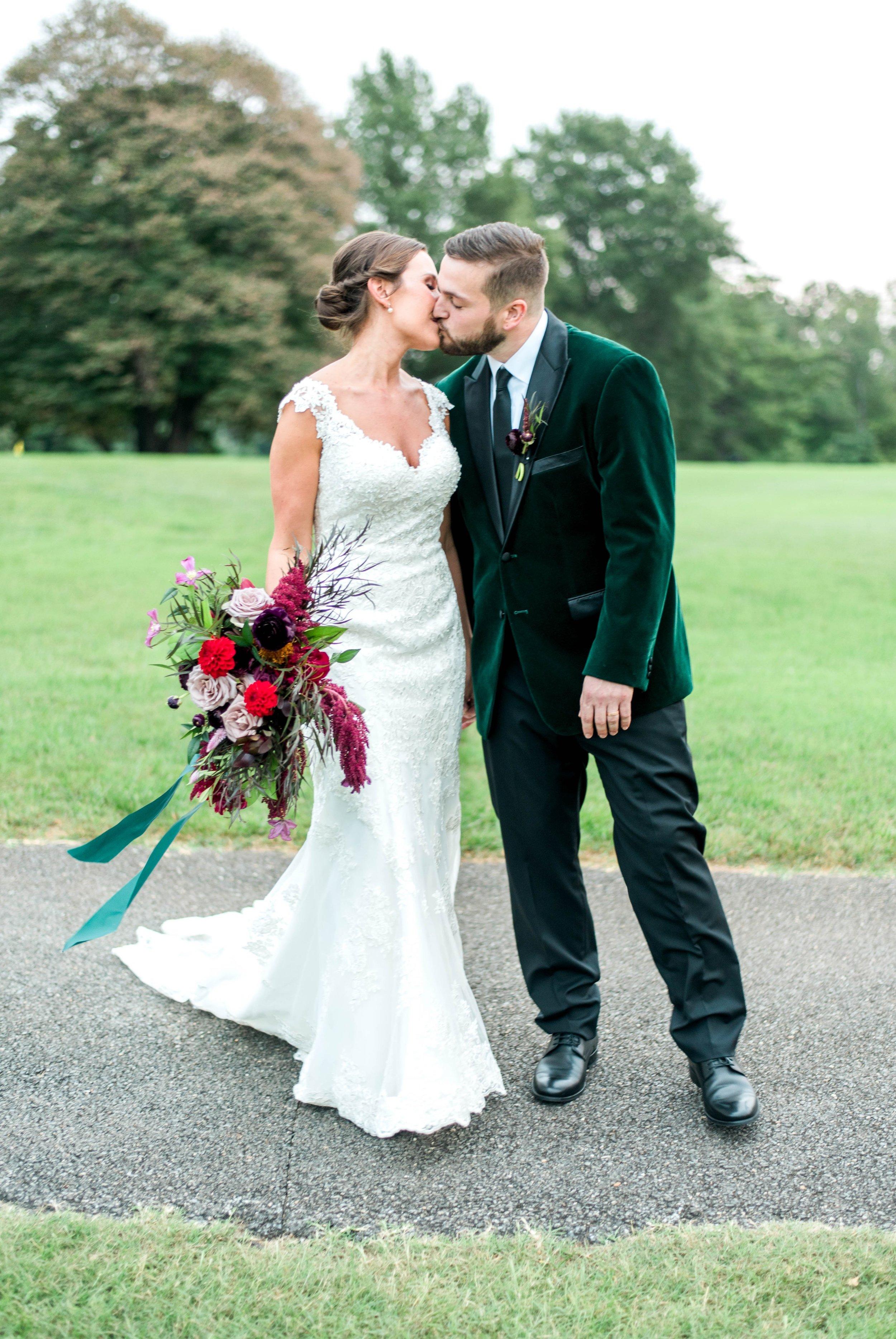 Gordan+Lauren_BoonsboroCountryClubWedding_Virginiaweddingphotographer_LynchburgVi 32.jpg