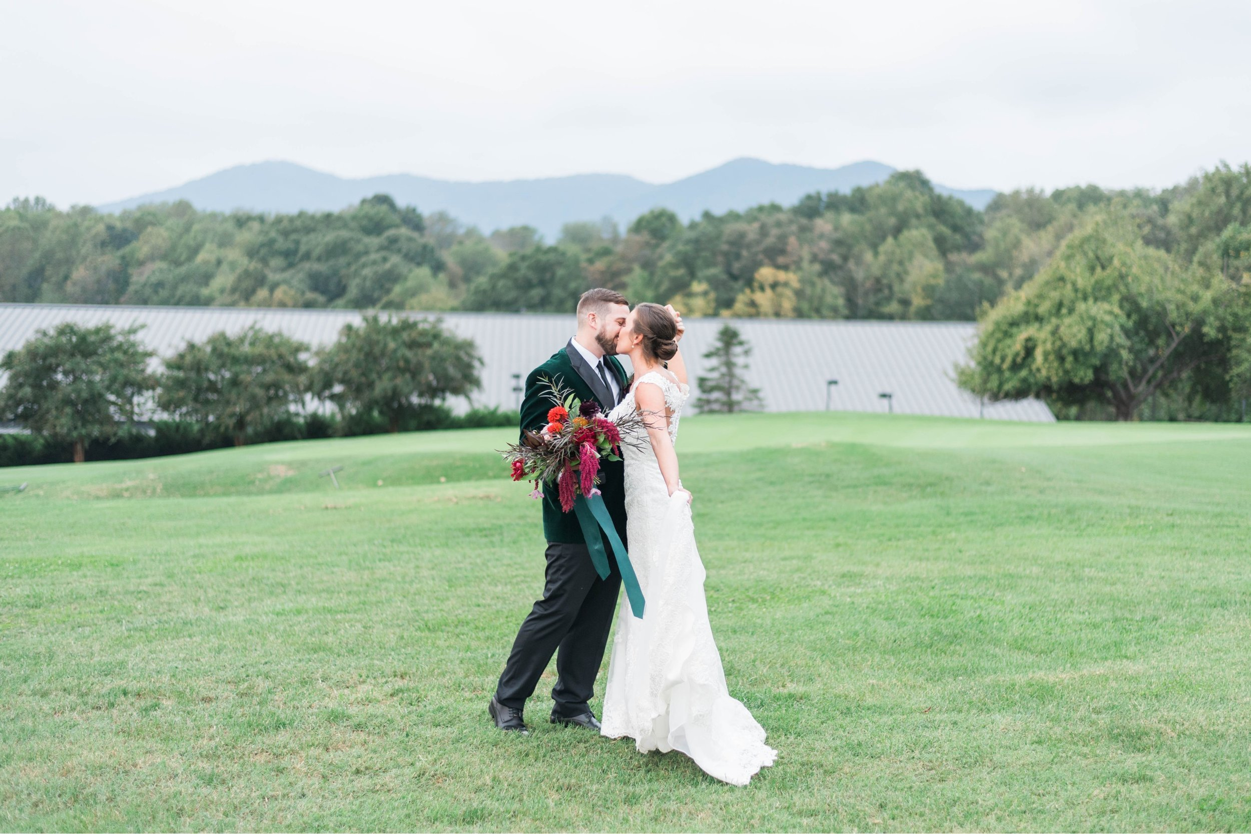 Gordan+Lauren_BoonsboroCountryClubWedding_Virginiaweddingphotographer_LynchburgVi 35.jpg