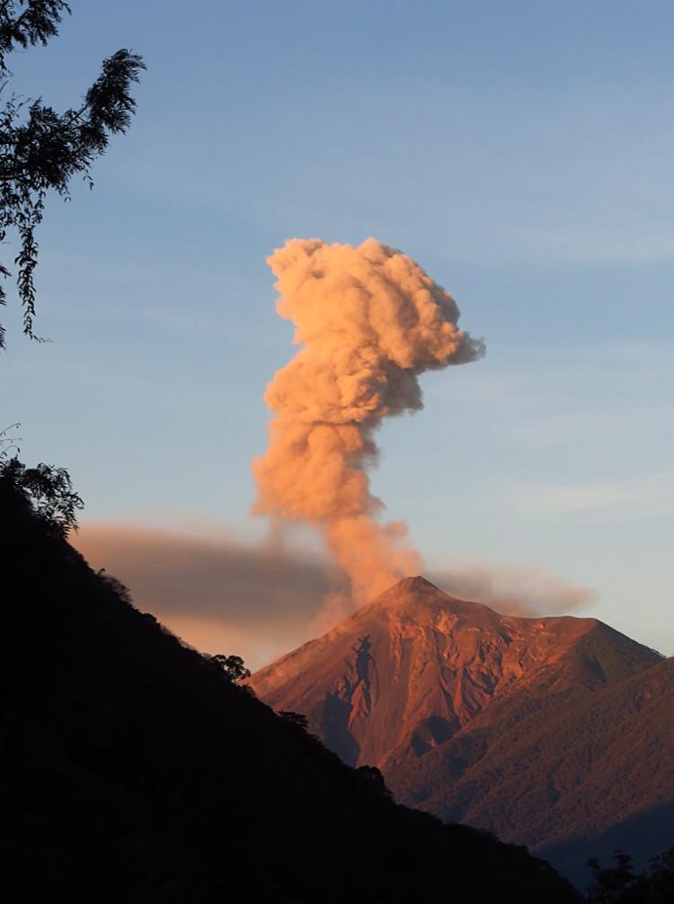 VolcánAmanecer2E.jpg