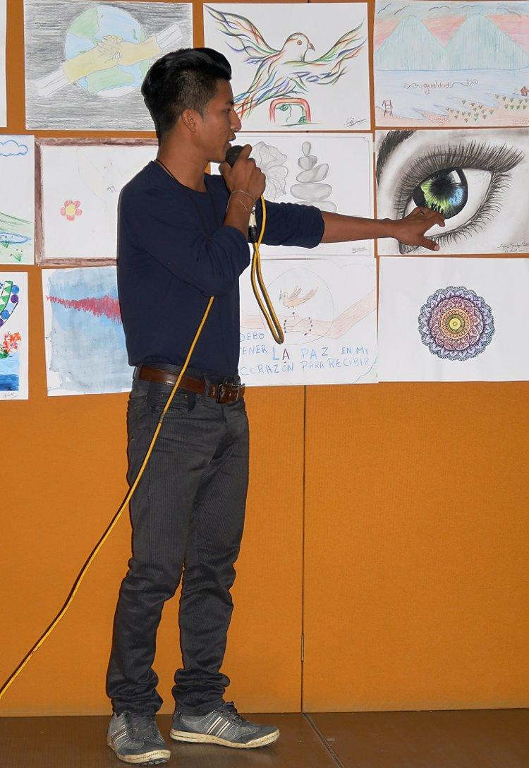 Efraín Presents His Art