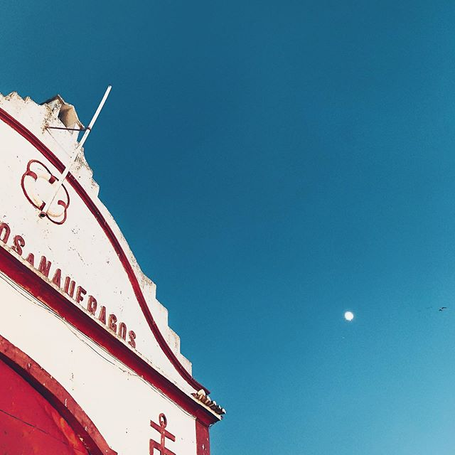 Fly me to the moon ... #postcardsfromtheworld #optoutside #solotravel #goexplore #wonderfulplaces #travelbug #wanderlust #momentsofmine #travelstories #roamtheplanet #traveltheworld  #instatravellin  #mytravelgram  #traveladdict #travel #portugal #algarve #photography #instatravel #traveling #travelgram
