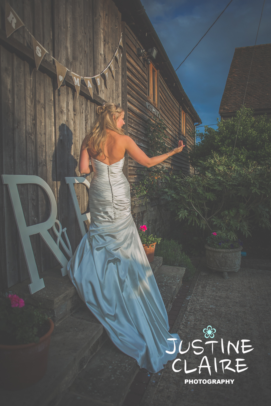 Fitzleroi Barn Wedding Photographers Justine Claire1-8.jpg