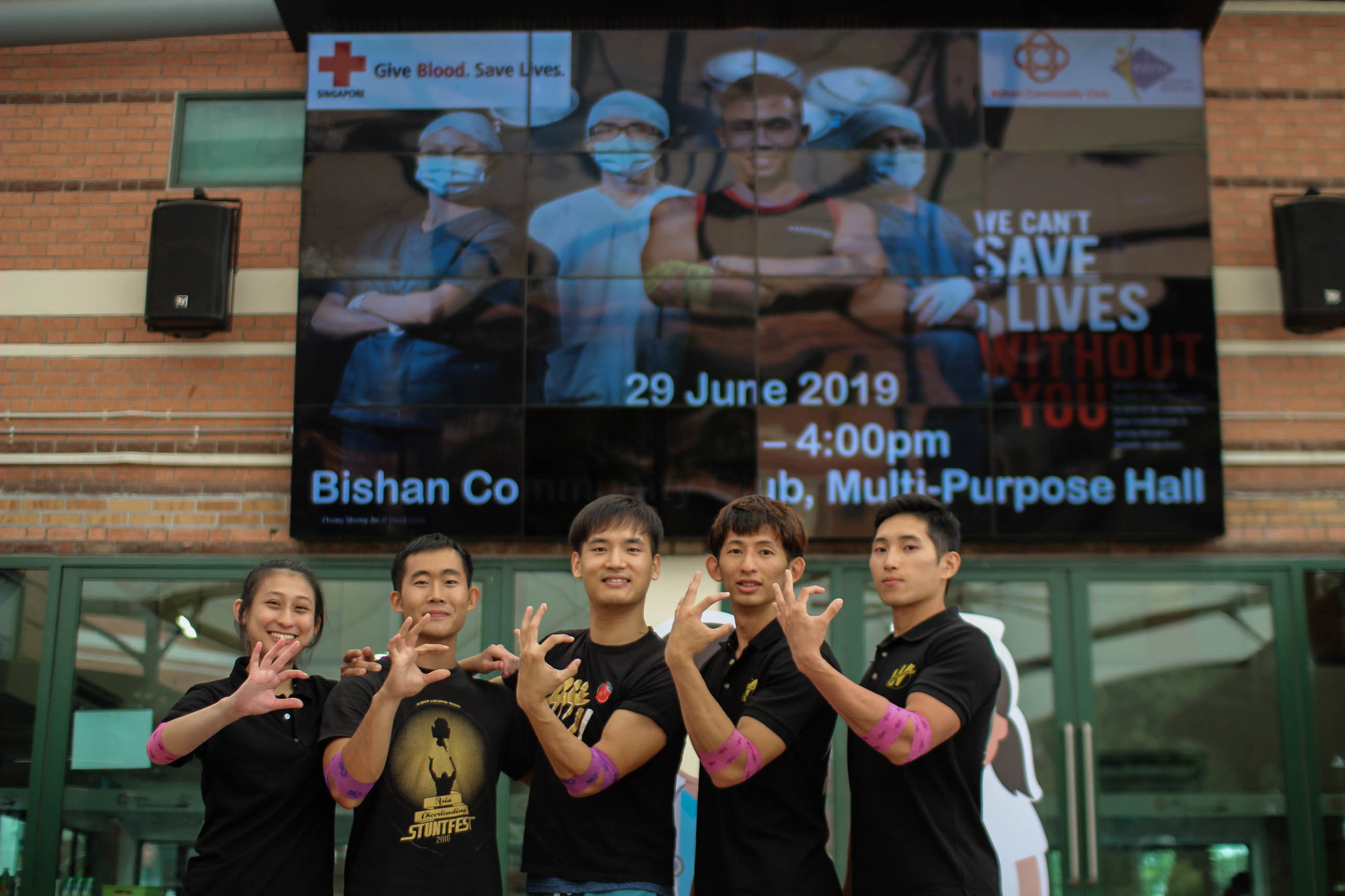Of all the people that tried to donate blood, only 6 were eligible!   From left  1. Zara  2. Yi Sheng  3. Chris  4. Vince   5. Rynell  6. Jasmine Tan (Not in picture)   Wildcards salute you heroes!
